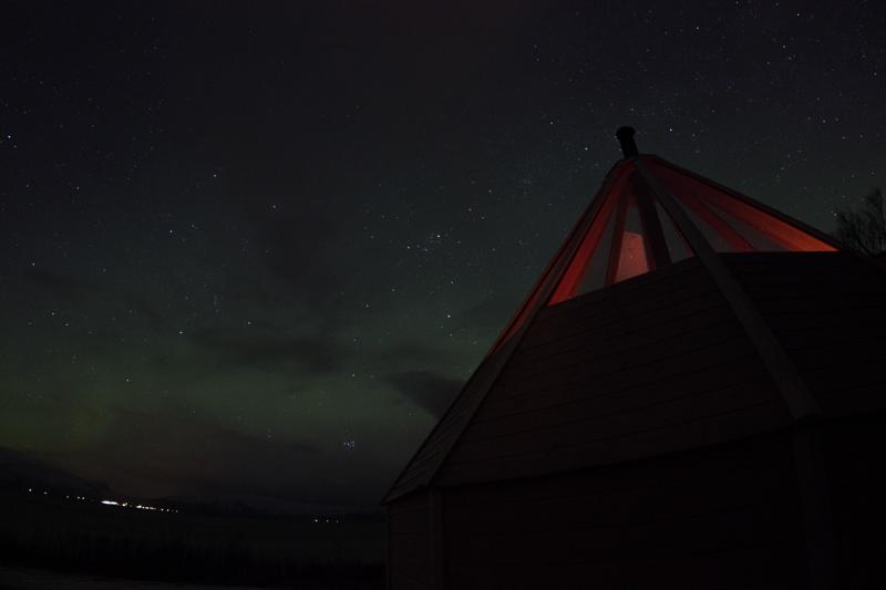 aurores-boréales-cabane-lavvo
