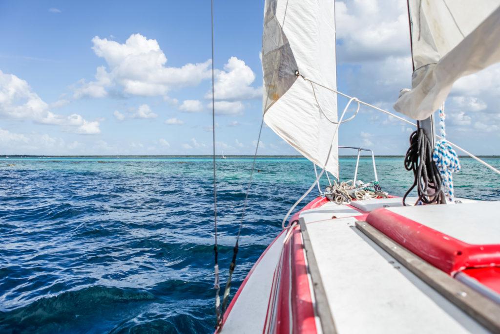 Mexique-Yucatan-bacalar-Lagune-Voilier