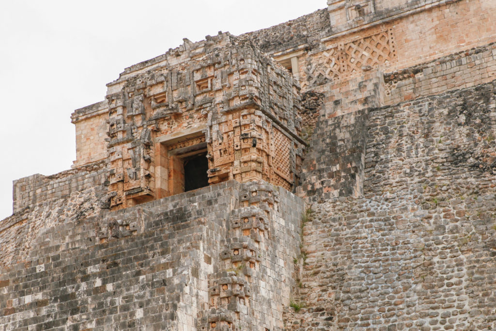 pyramide-maya-uxmal-yucatan-mexique-ruines