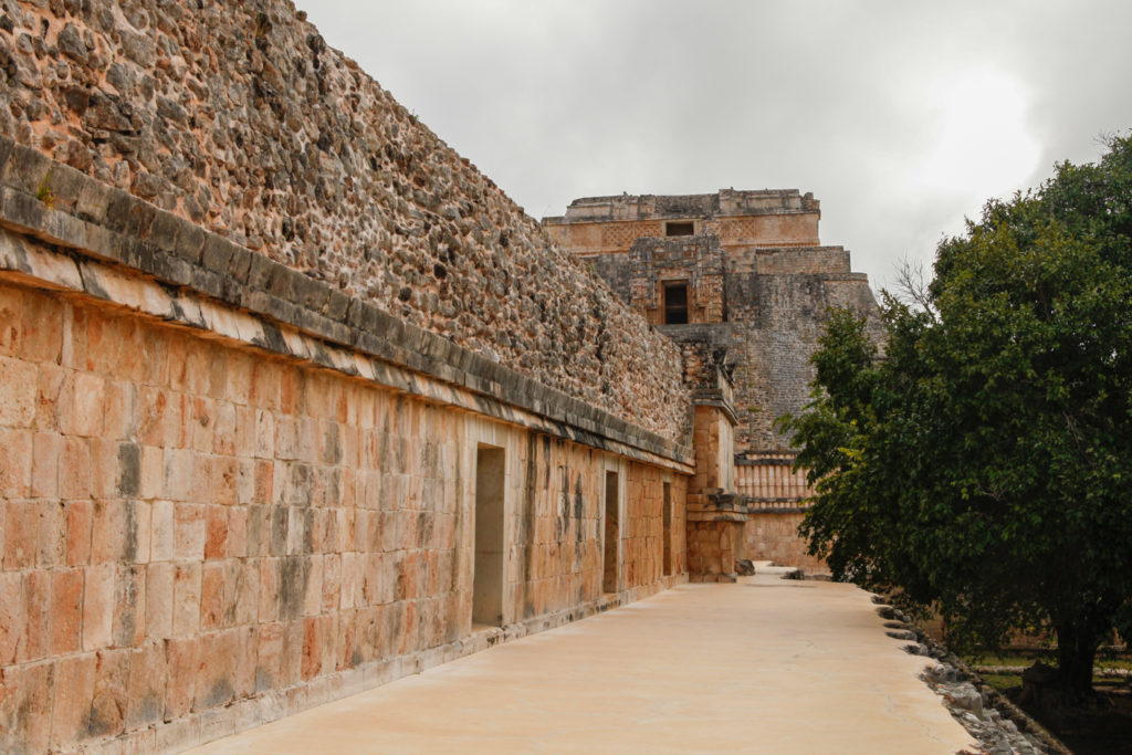 pyramide-uxmal-ruines-mayas-mexique-yucatan