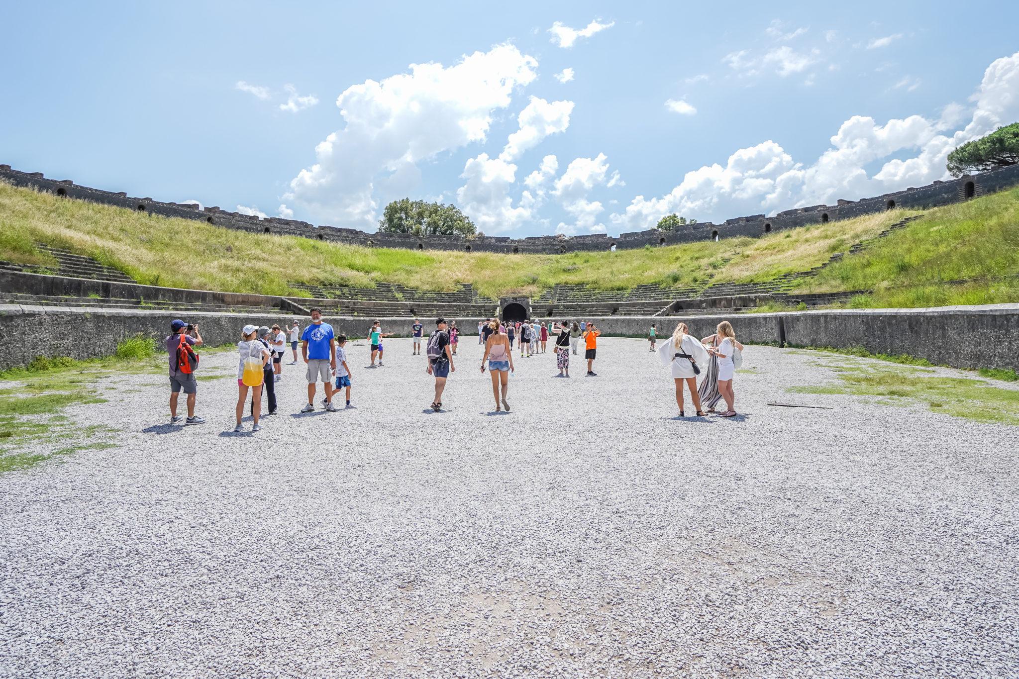 Visite-pompei-comment-amphitheatre-ruines