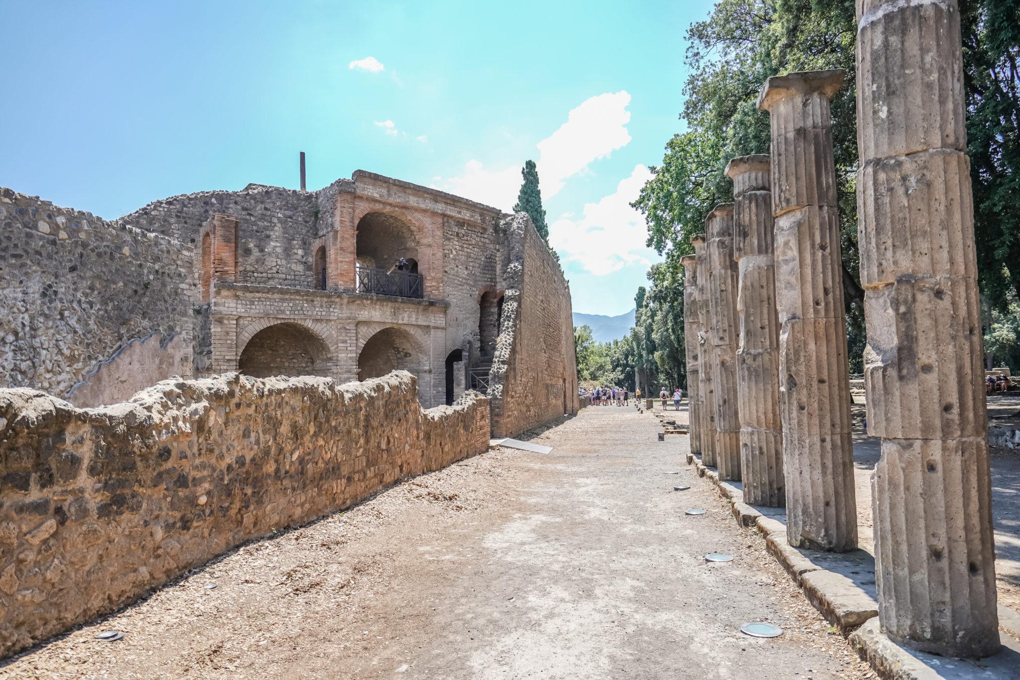 Visite-pompei-comment-colonnes-theatre