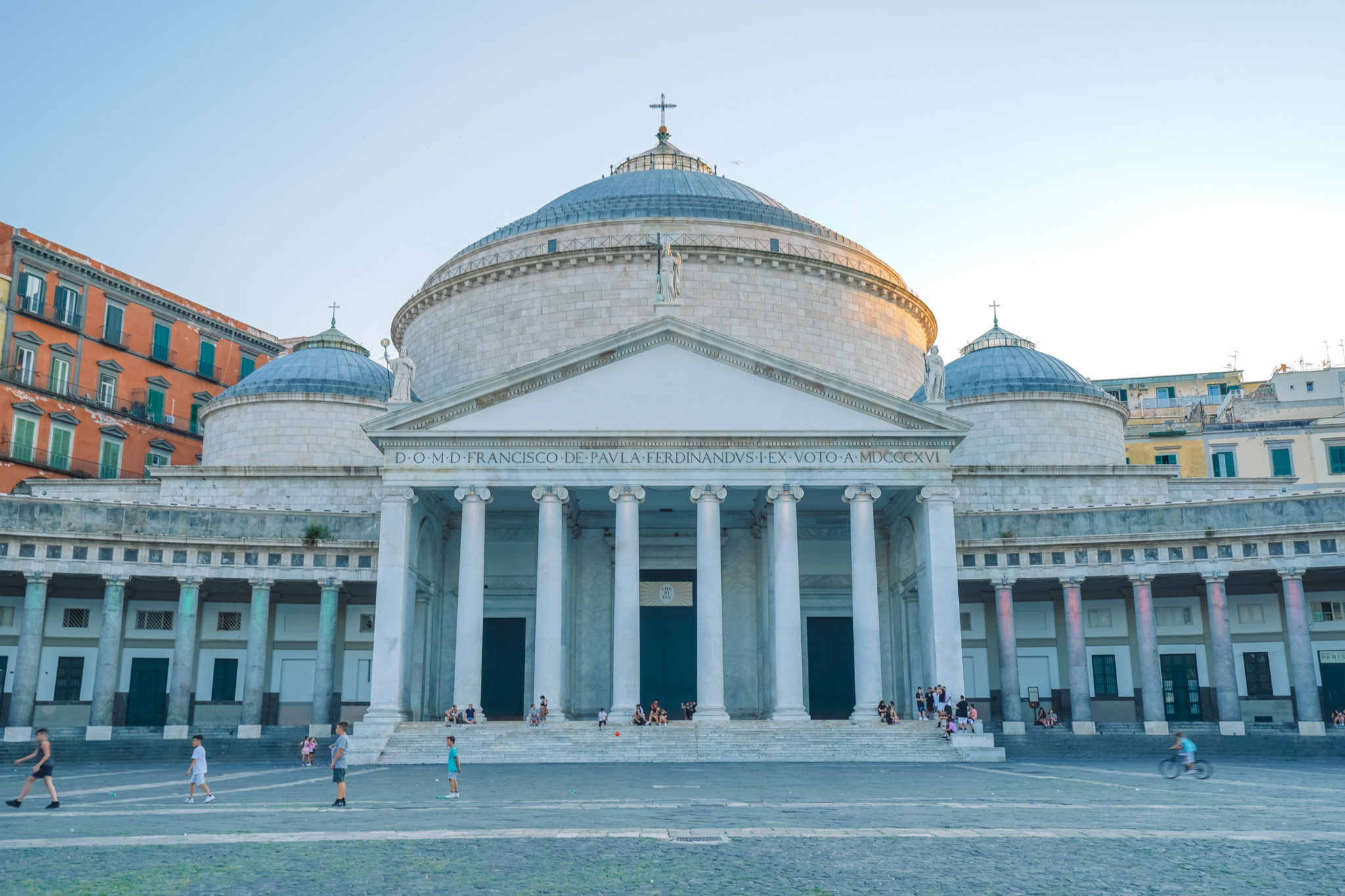 naples-visiter-city-guide-piazza-plebiscito