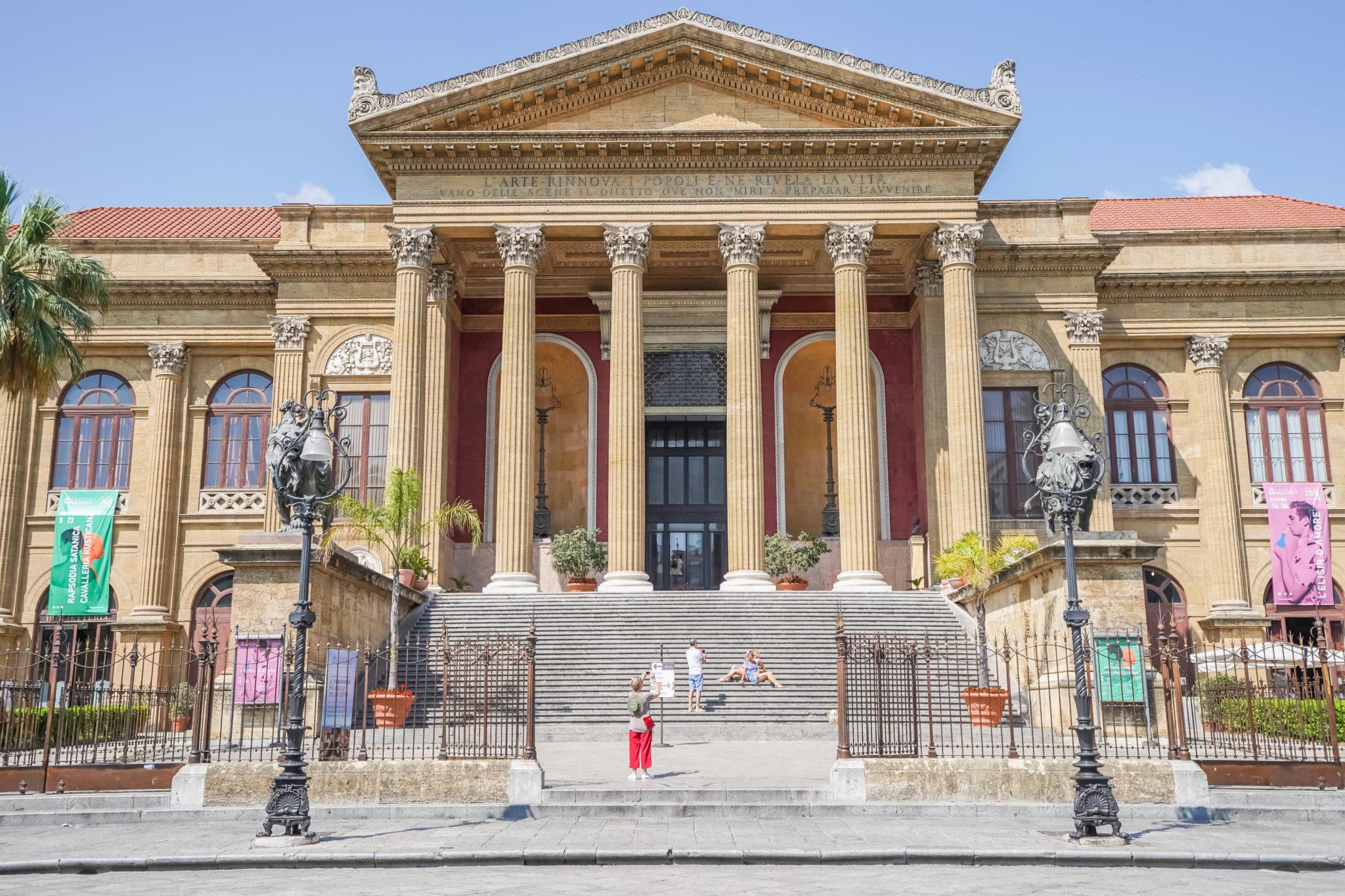 teatro-massivo-palerme-sicile-italie
