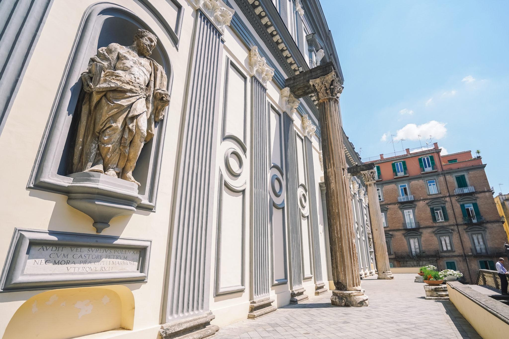 visiter-naples-city-guide-san-paolo-maggiore-basilique