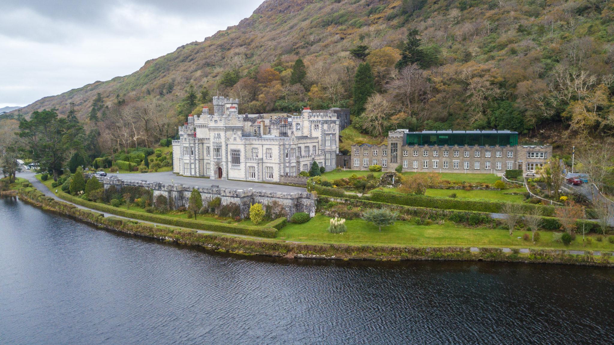 kylemore-abbaye-wild-atlantic-irlande-visite-voyage-chateau