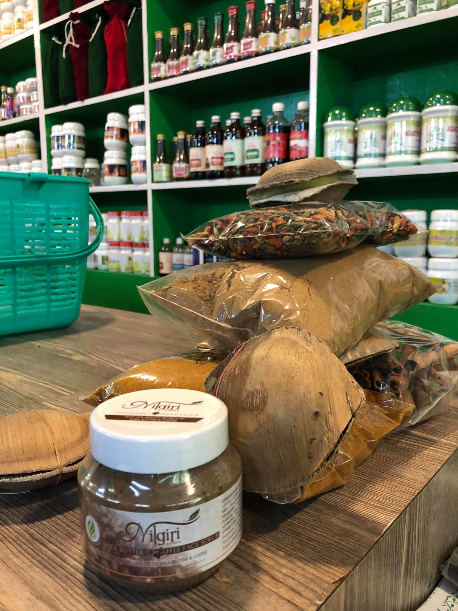 ayurvédique-munnar-kerala-produits-épices-cure