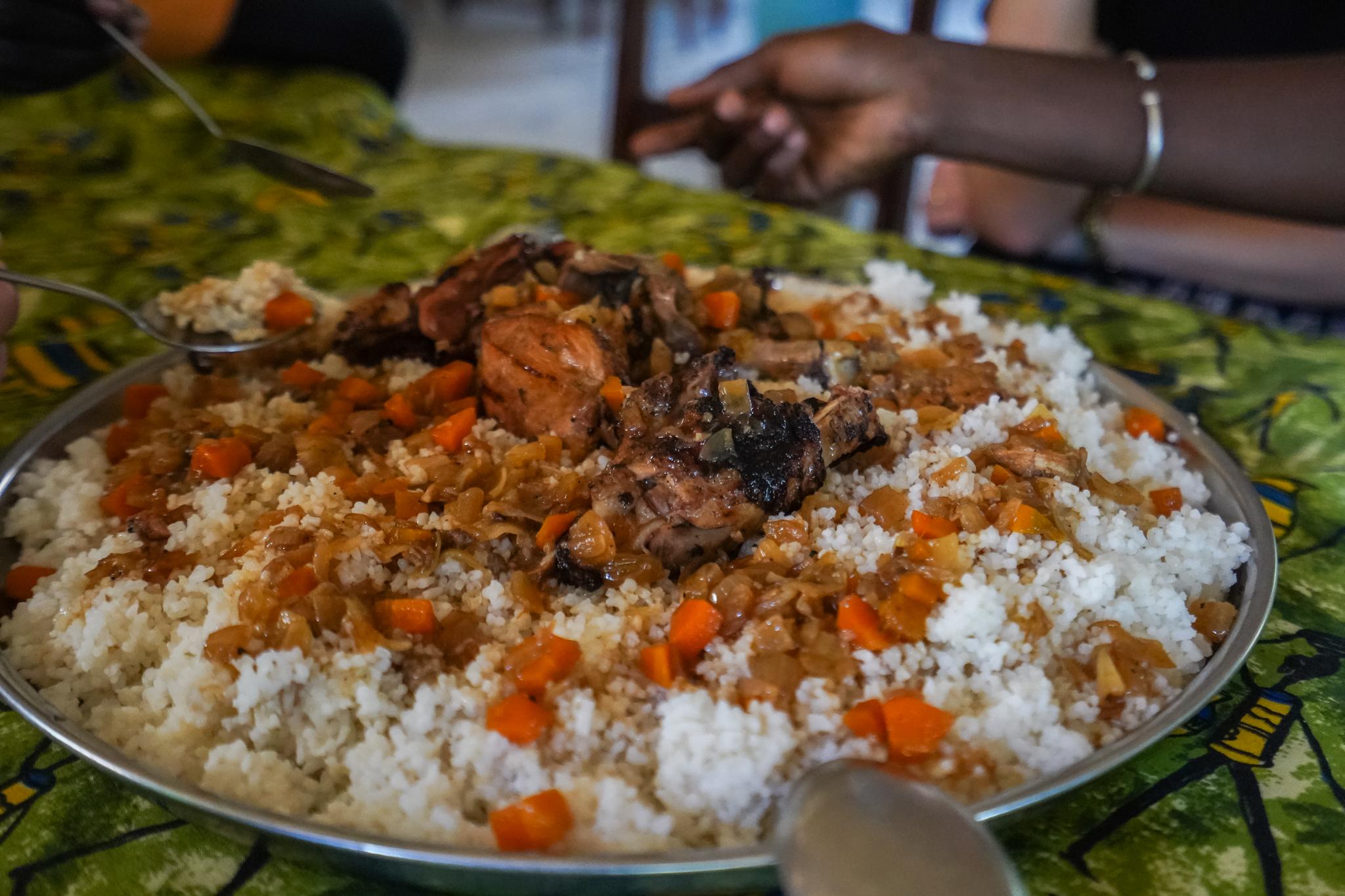 Poulet-yassa-sénégal-manger-voyage-casamance