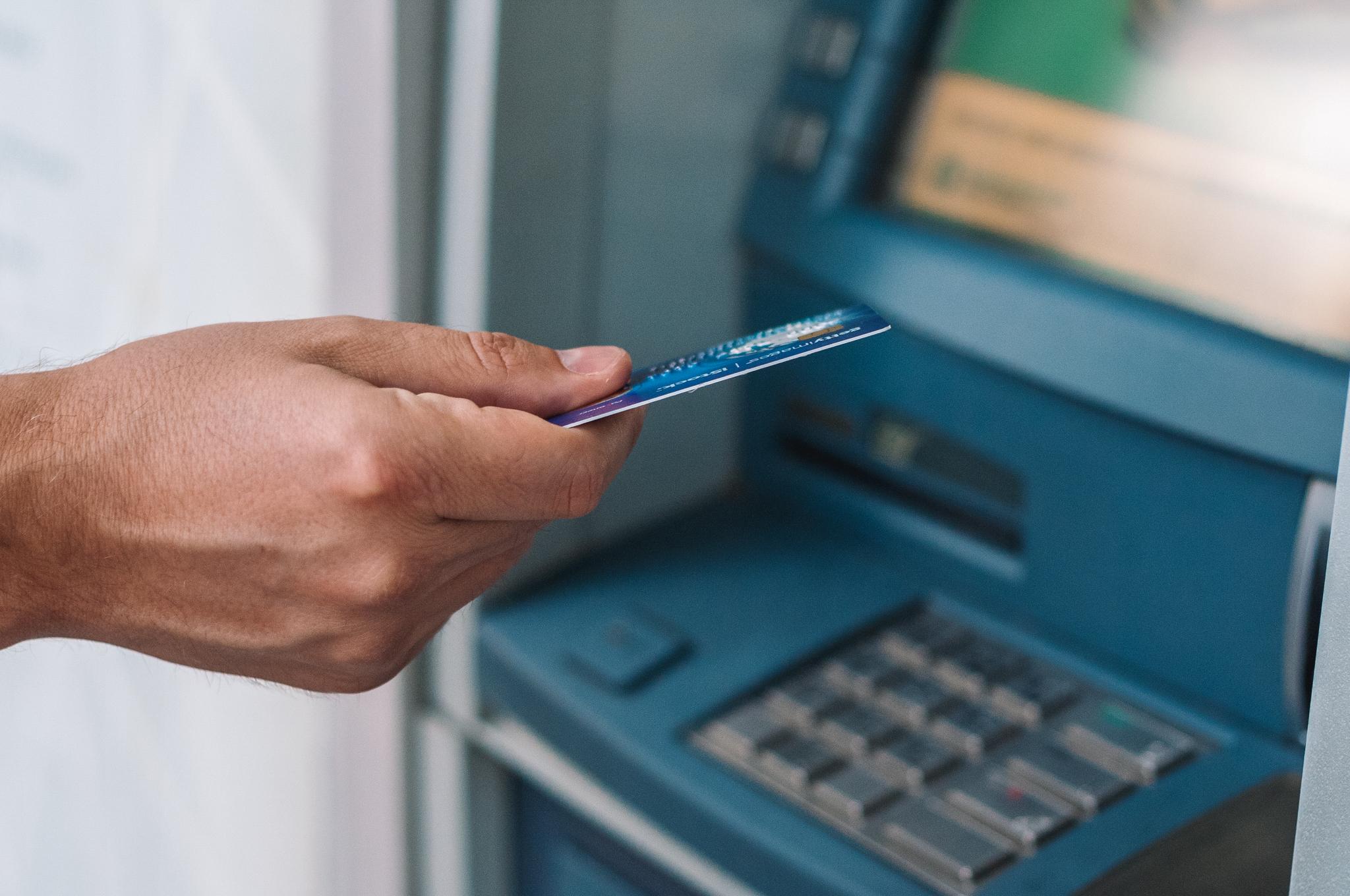 choisir-banque-carte-bancaire-etranger-voyage