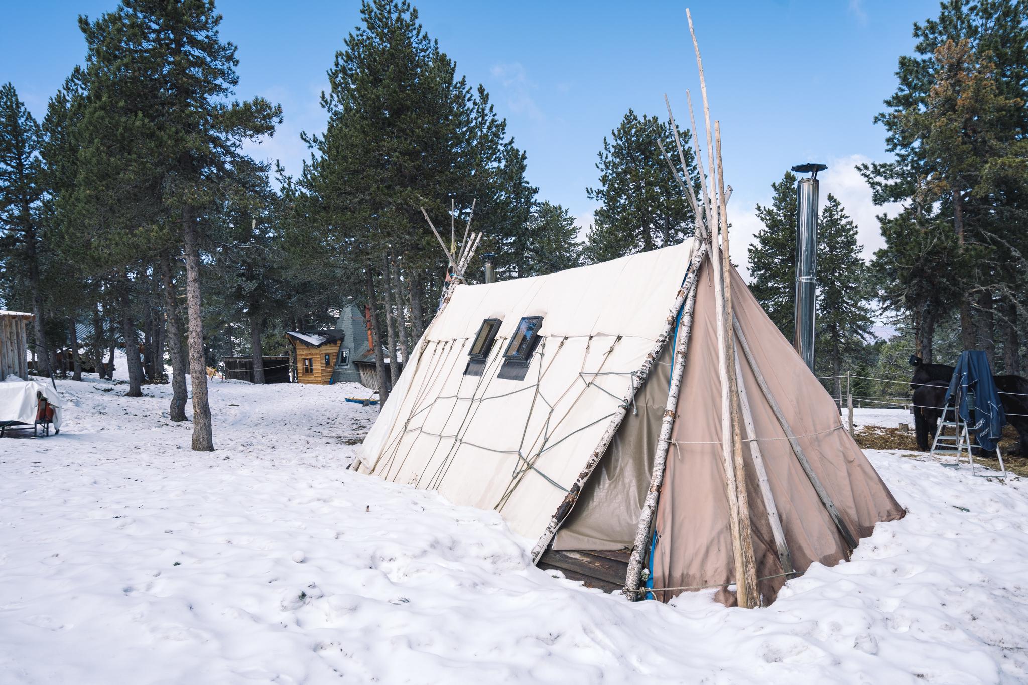 dormir-ariege-village-angaka-tipi-ski