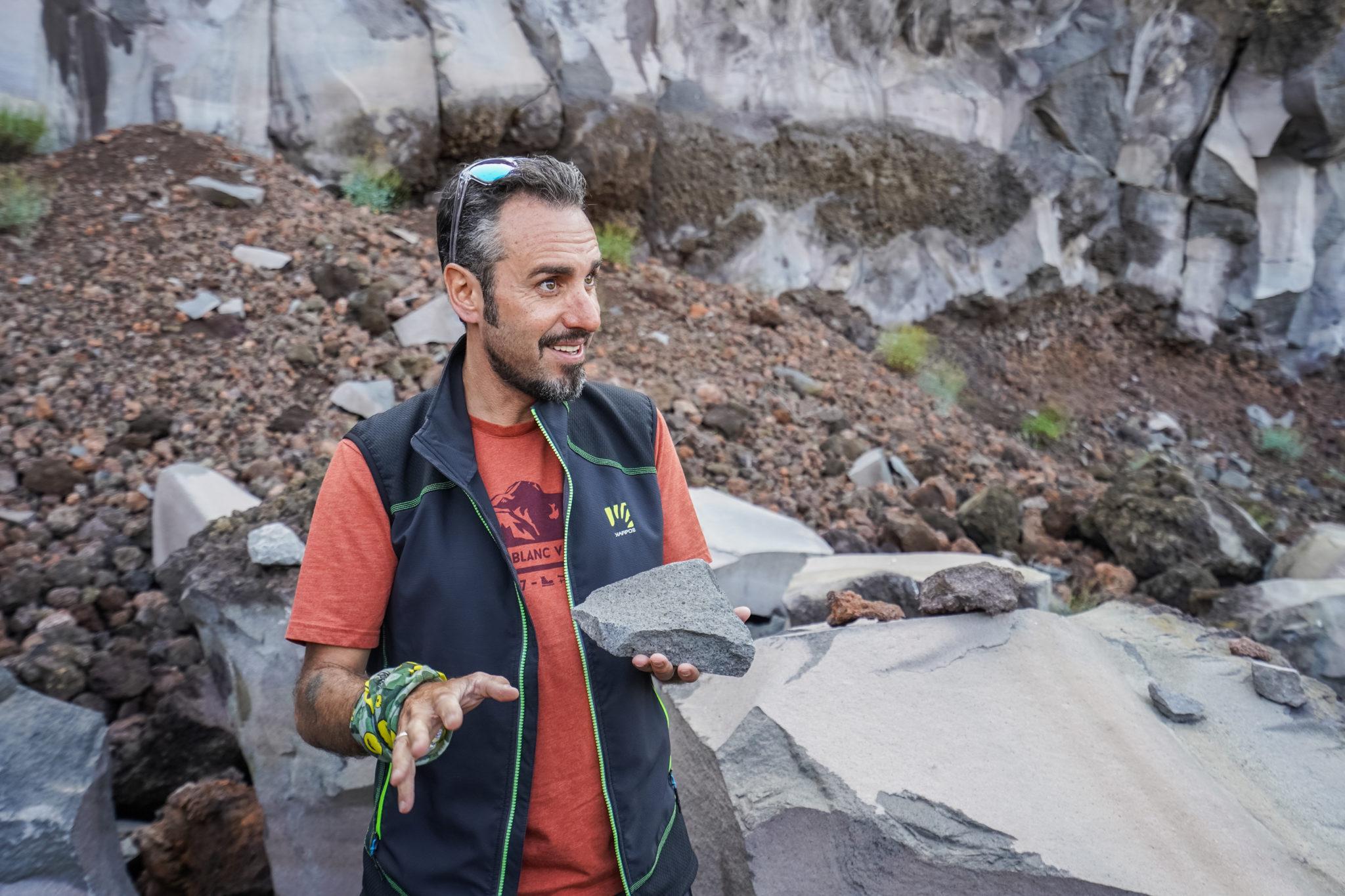 etna-volcan-eruption-sicile-basalte-excursion