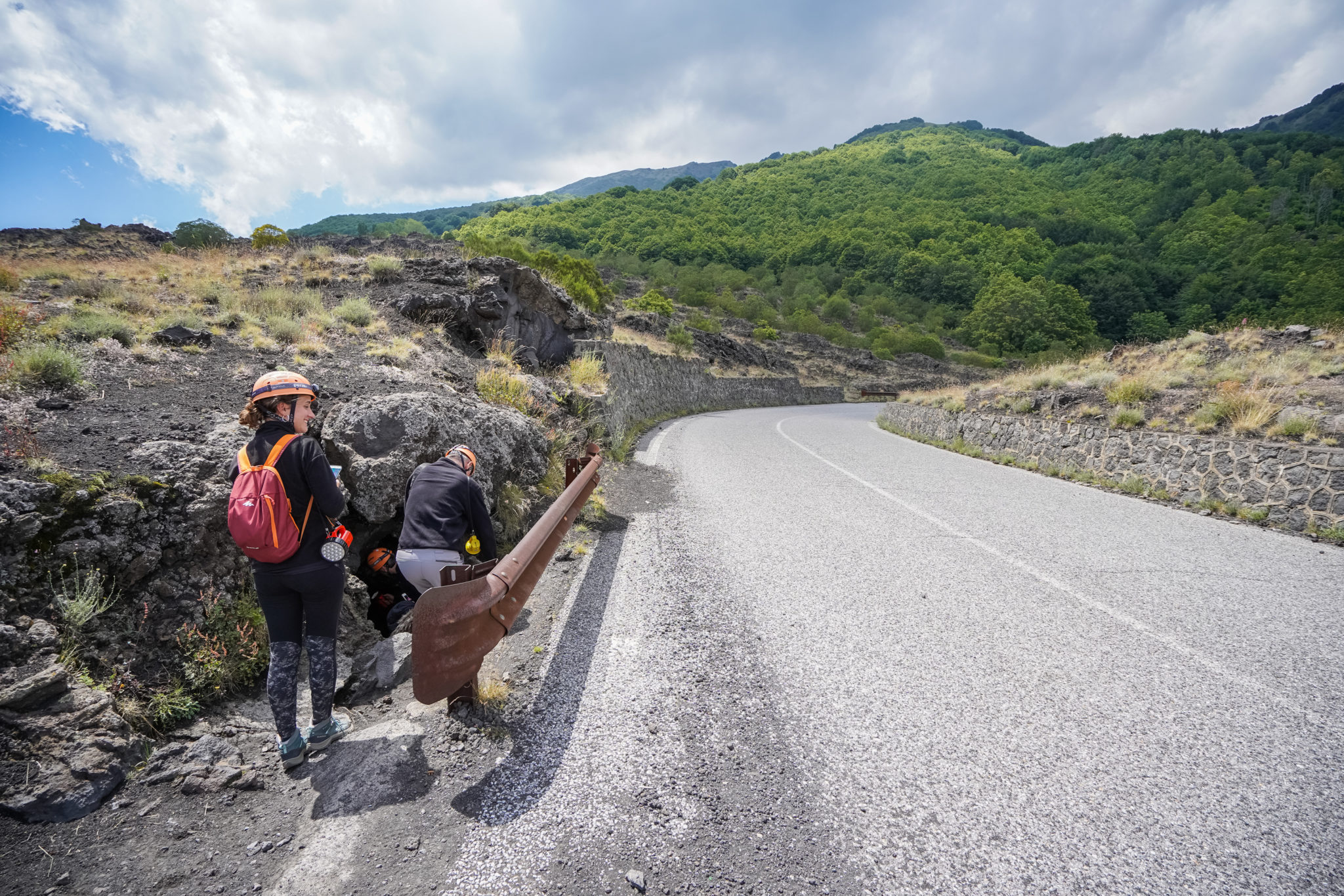 etna-volcan-excursion-tunnel-lave-guide