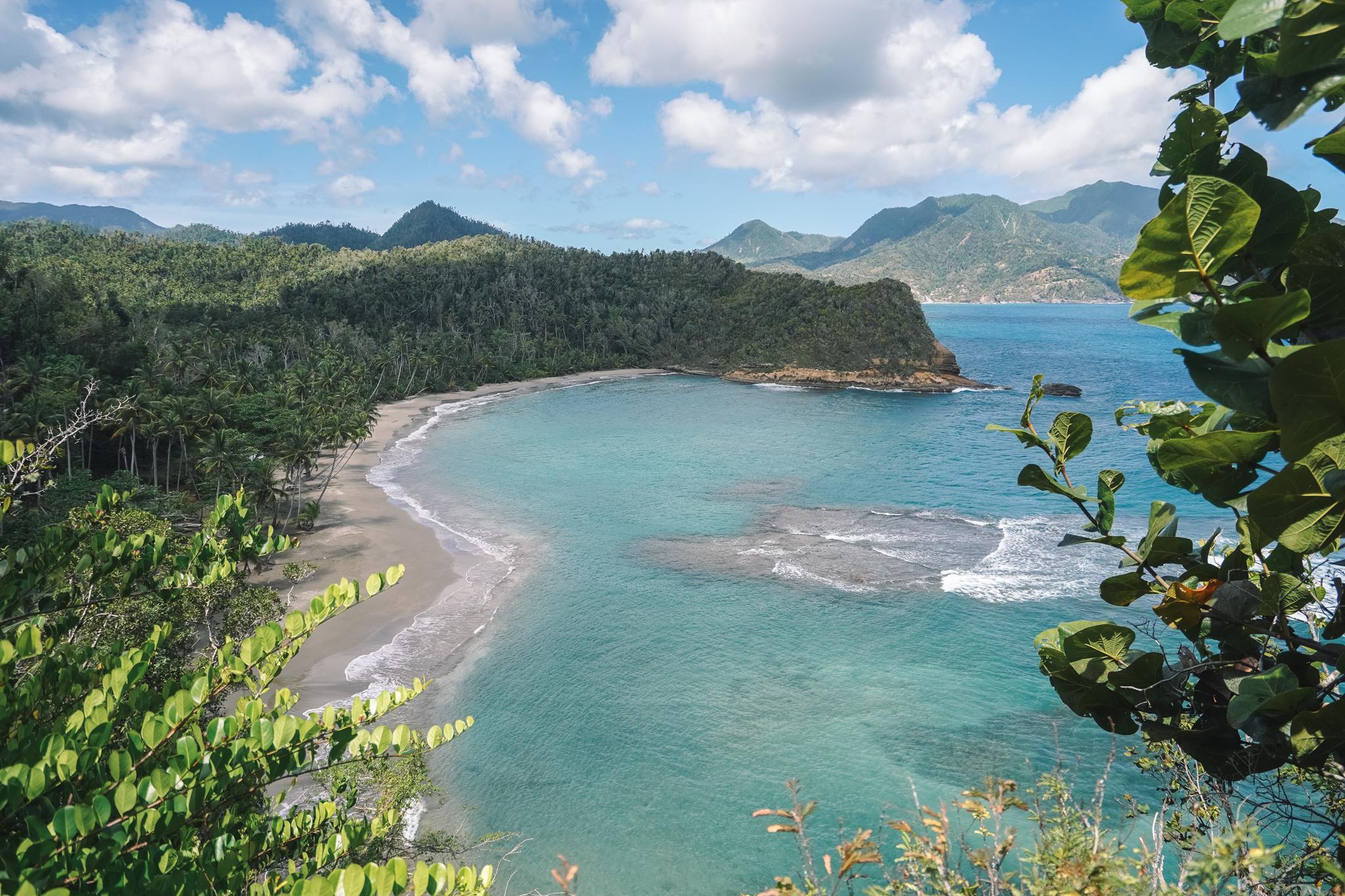 batibou-beach-dominique-plage