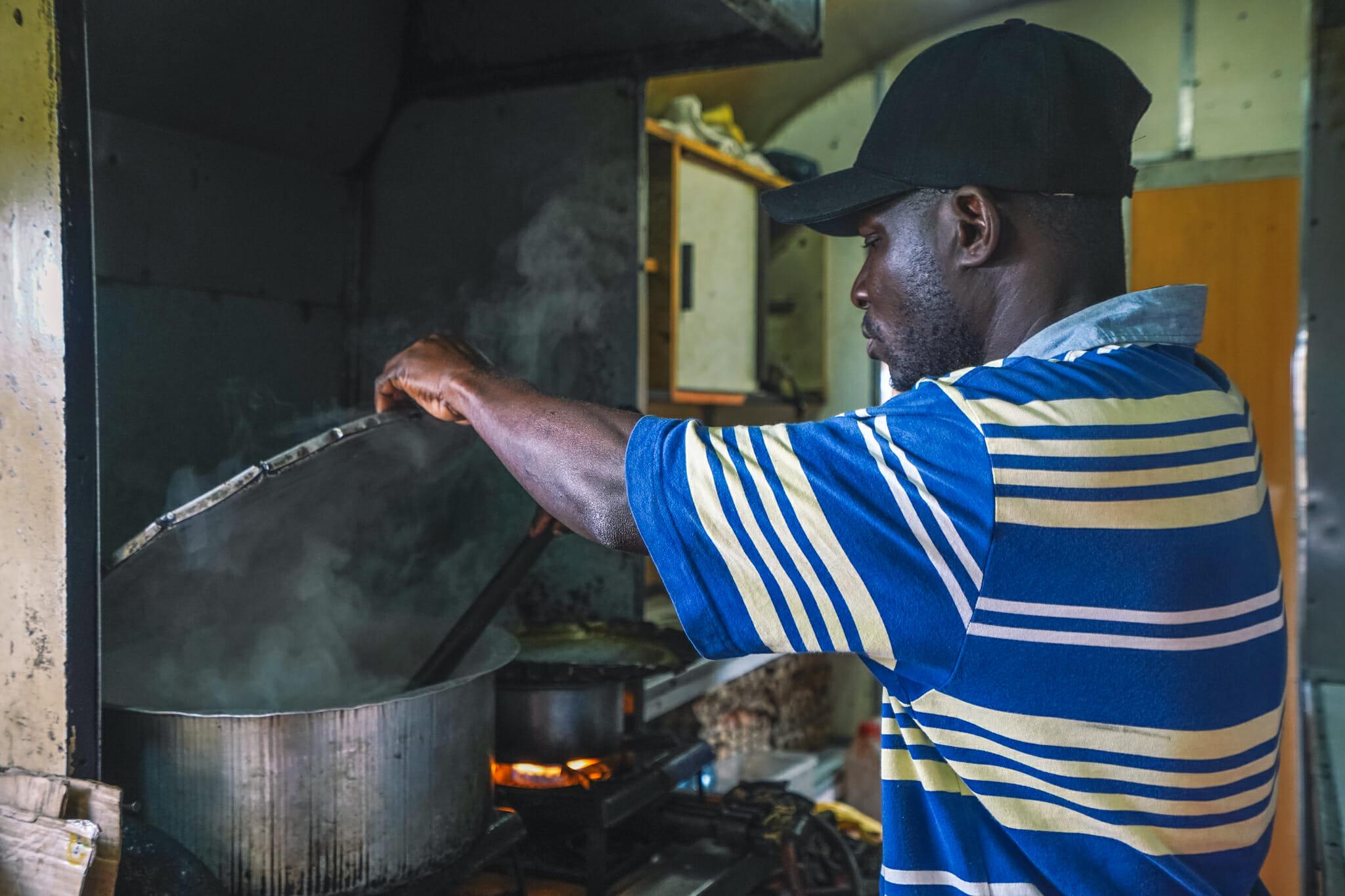 cuisine-train-tanzanie-voyage