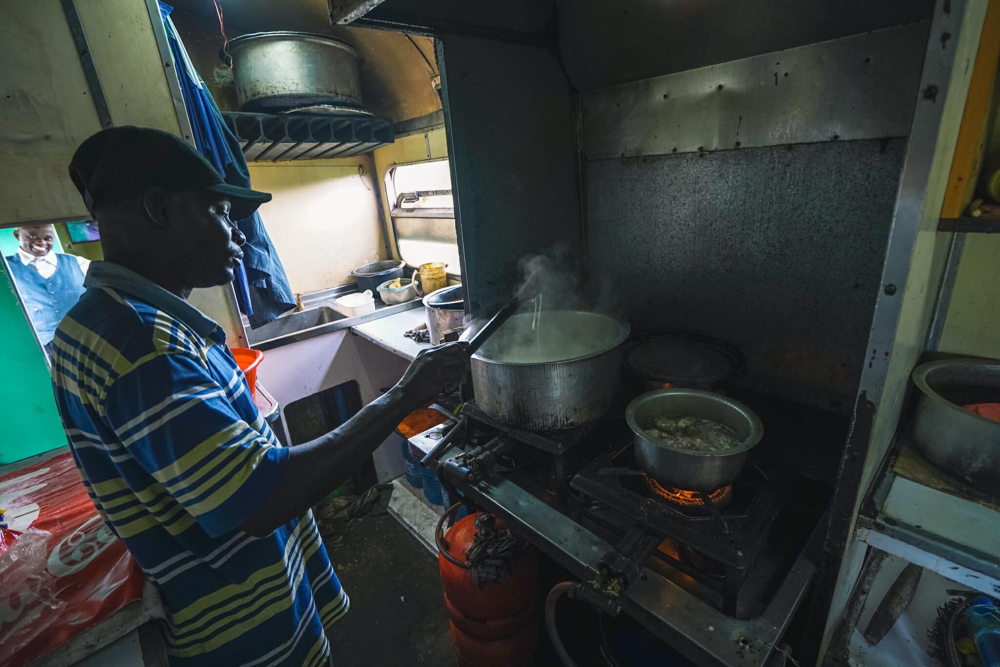 train-tanzanie-voyage-cuisine