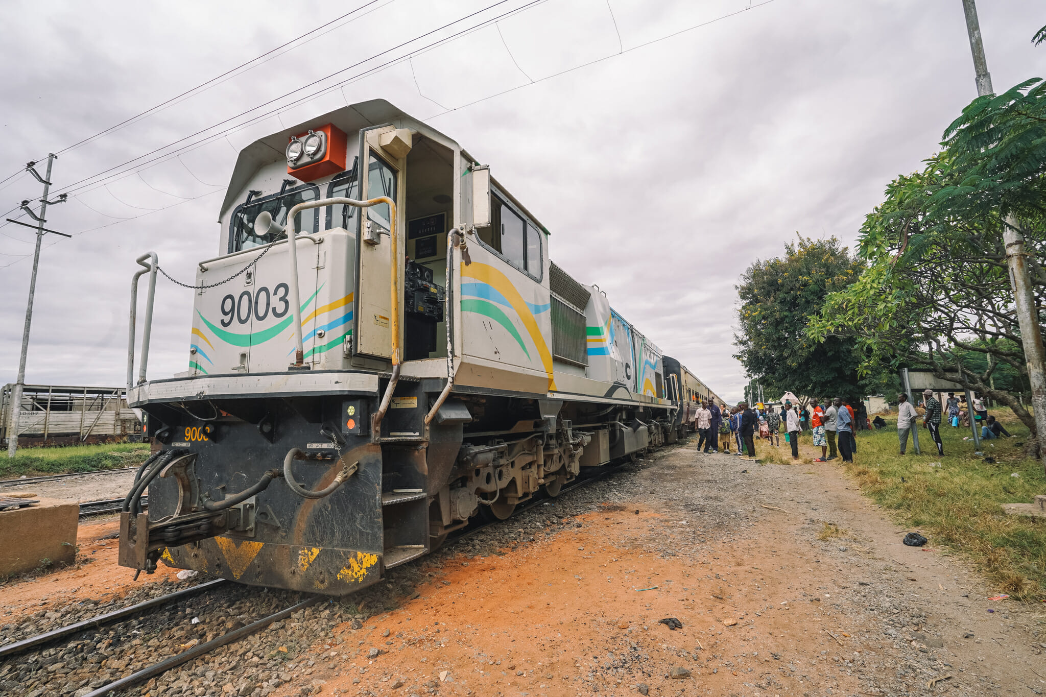 train-tanzanie-voyage-locomotive