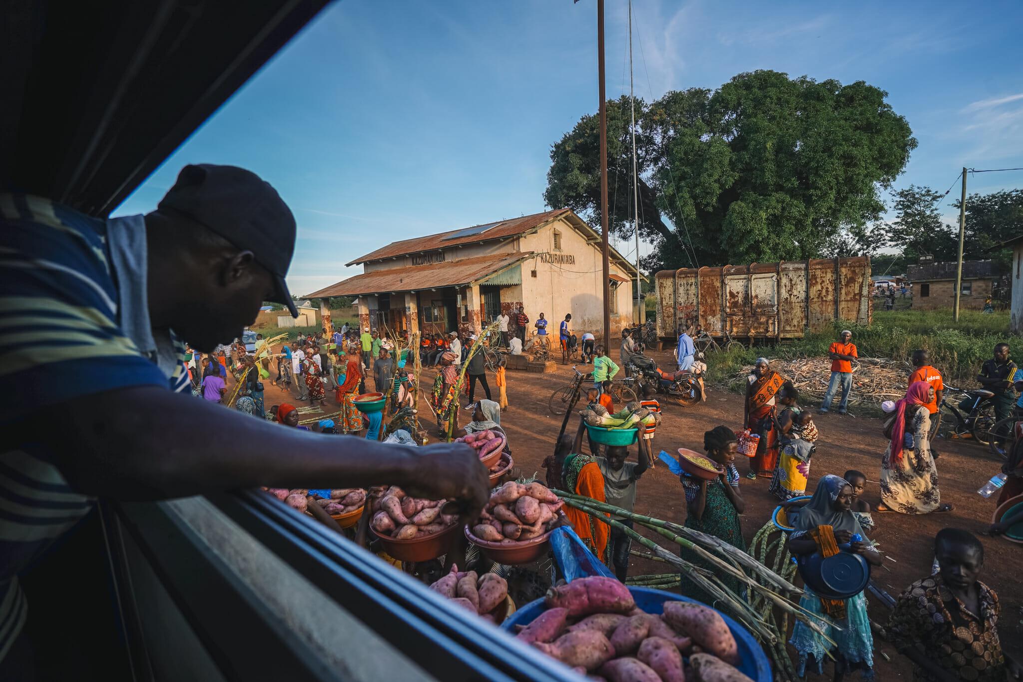 train-voyage-tanzanie-marchandises