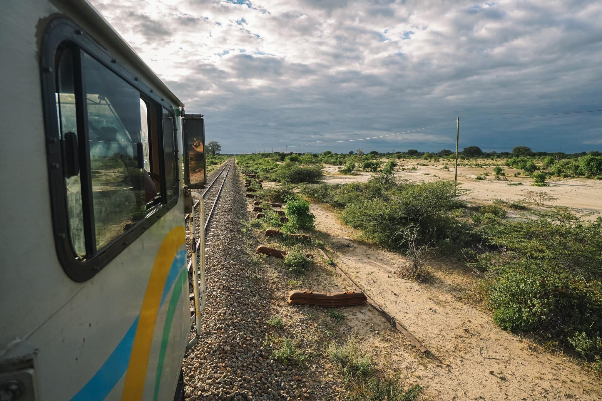 voyage-tanzanie-train-locomotive