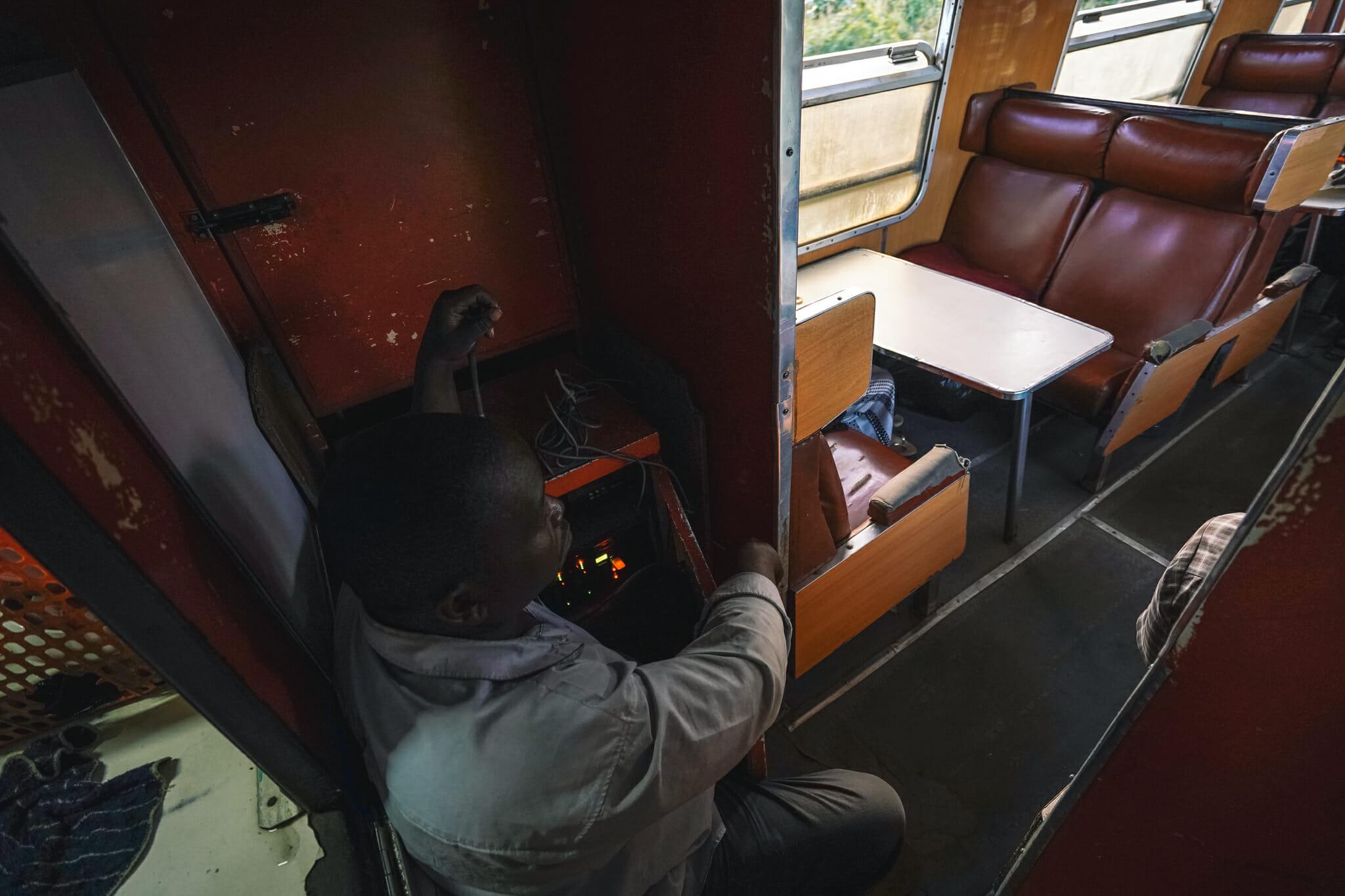 voyage-train-tanzanie-dj-speaker