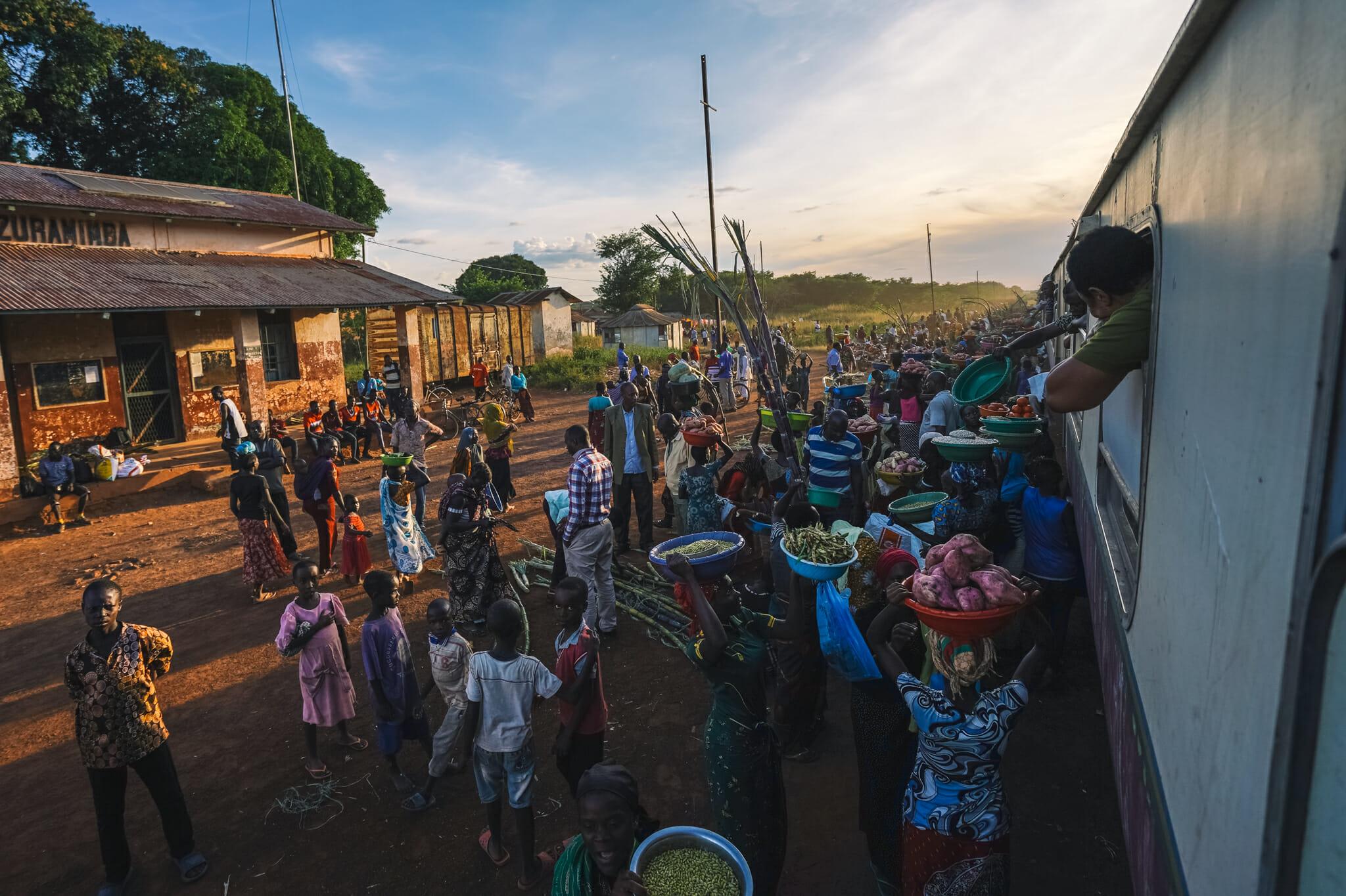voyage-train-tanzanie-marchandises
