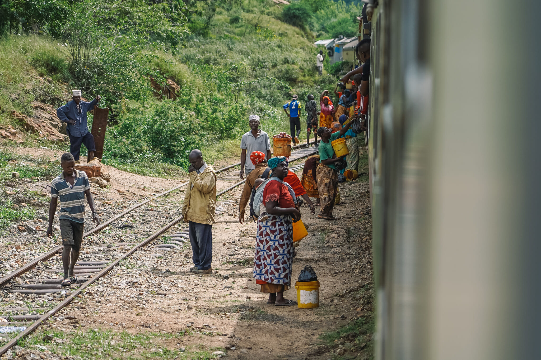 voyage-train-tanzanie-vendeurs