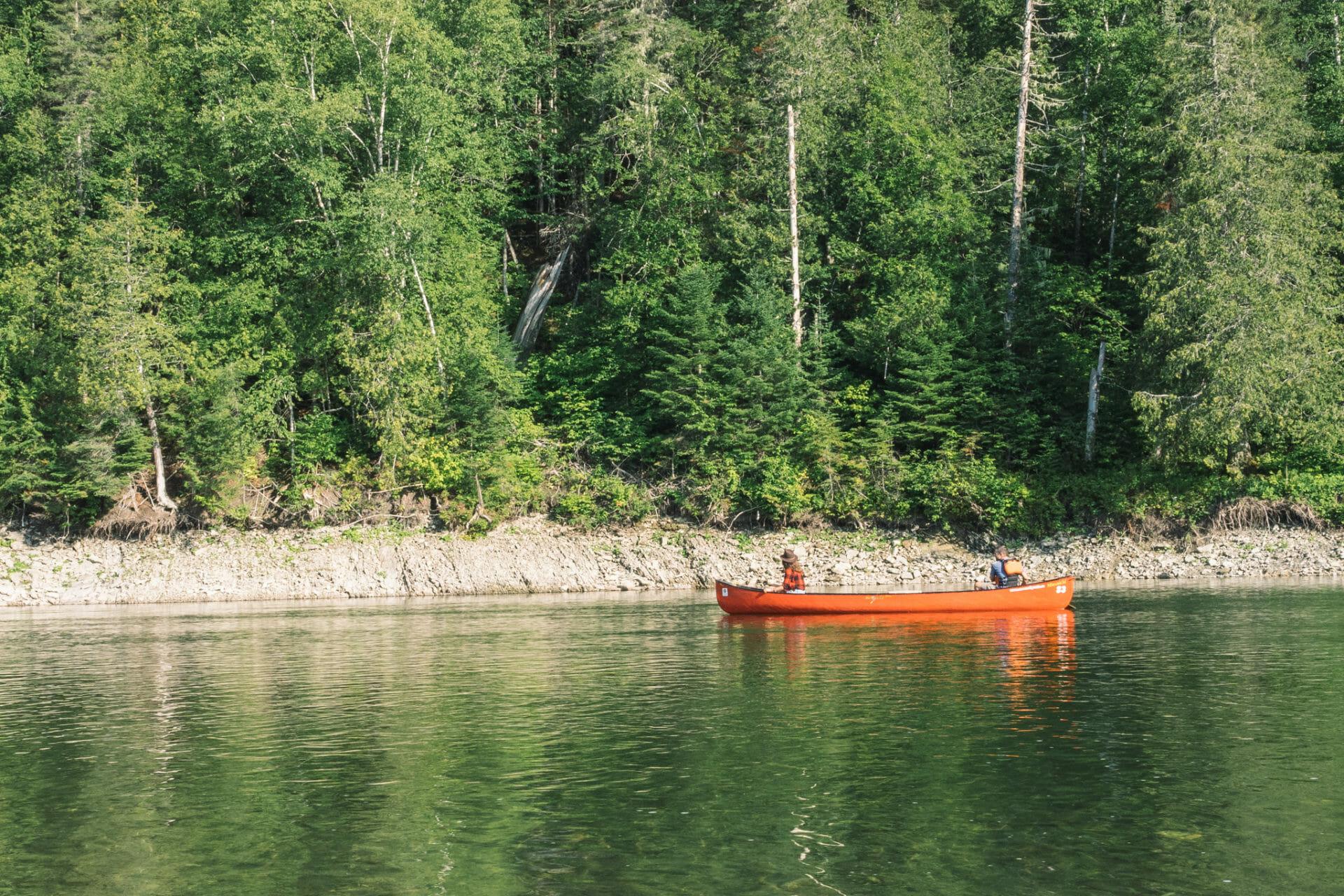 canada-canoe-canot-new-brunswick-restigouche-riviere