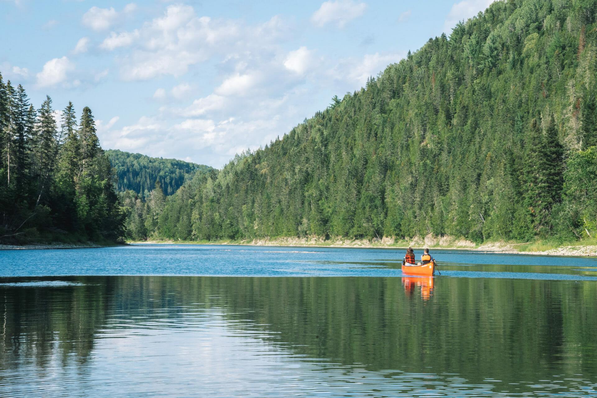 canot-canoe-canada-new-brunswick-restigouche-riviere
