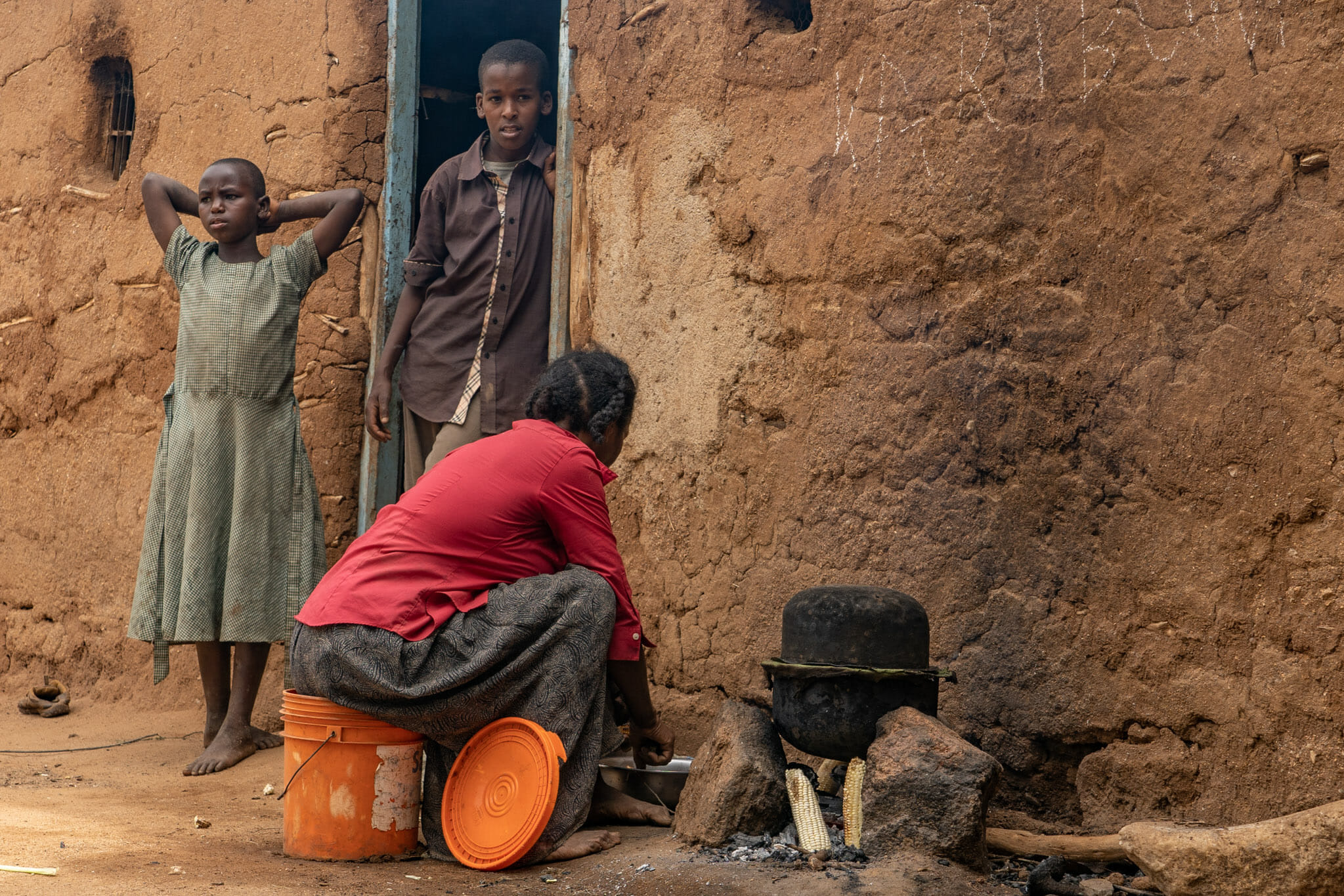 Cuisine avec Mama Marietta, une habitante du village de Endallah en Tanzanie