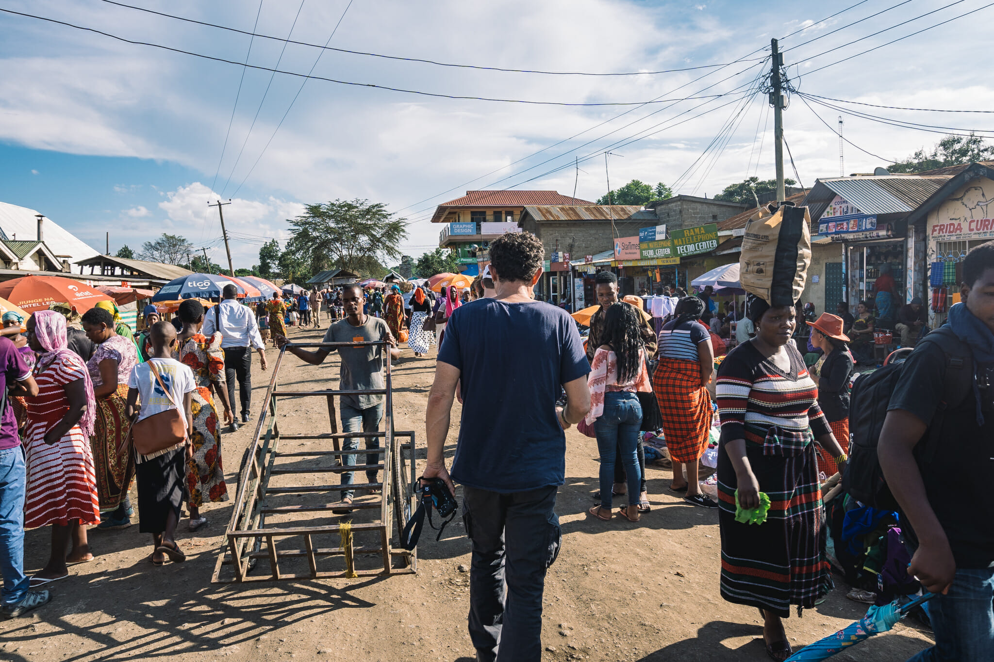 Découverte du marché du village près de Arusha