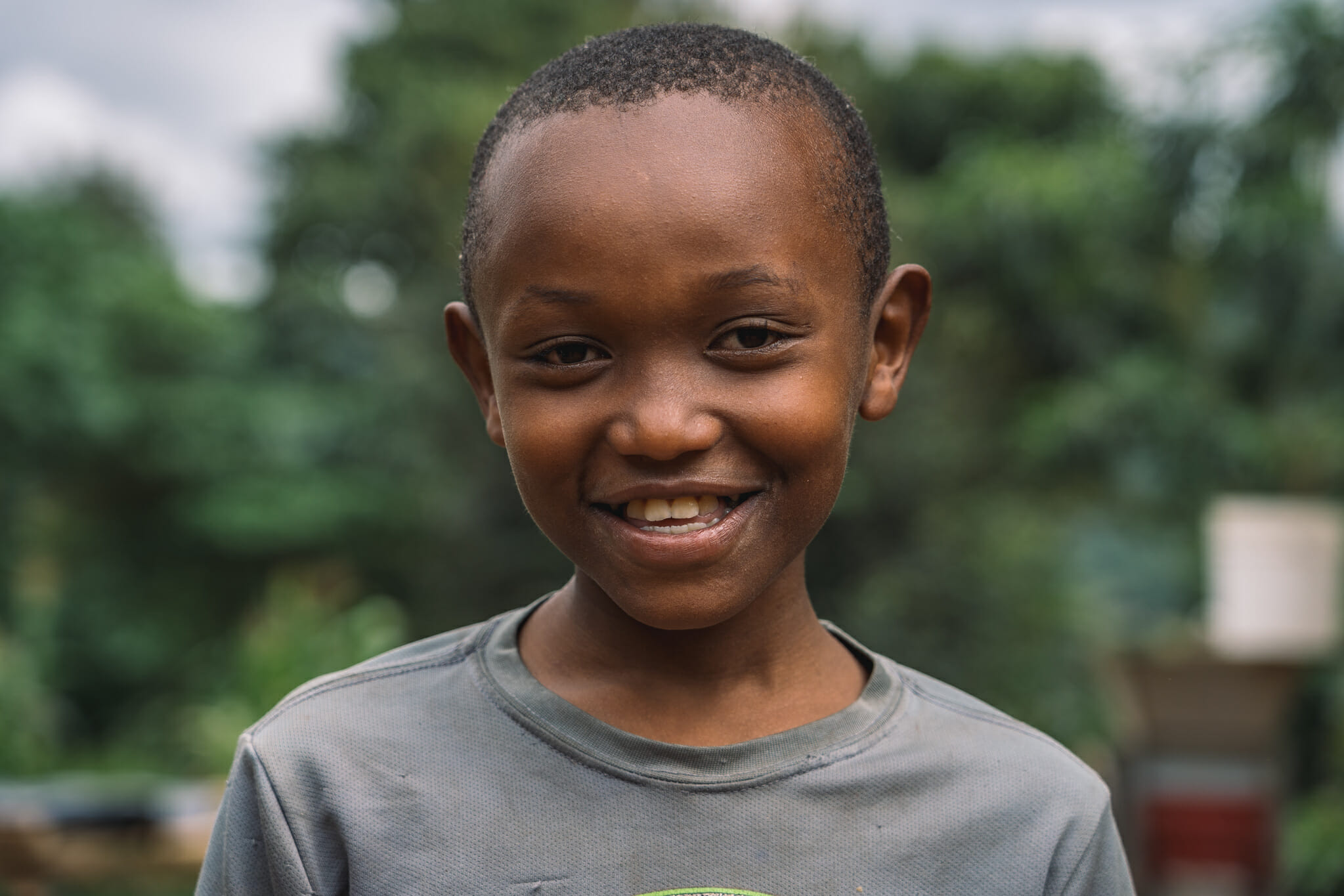 u coeur d'une ferme de café familiale en Tanzanie, moment de rigolade avec les enfants des fondateurs