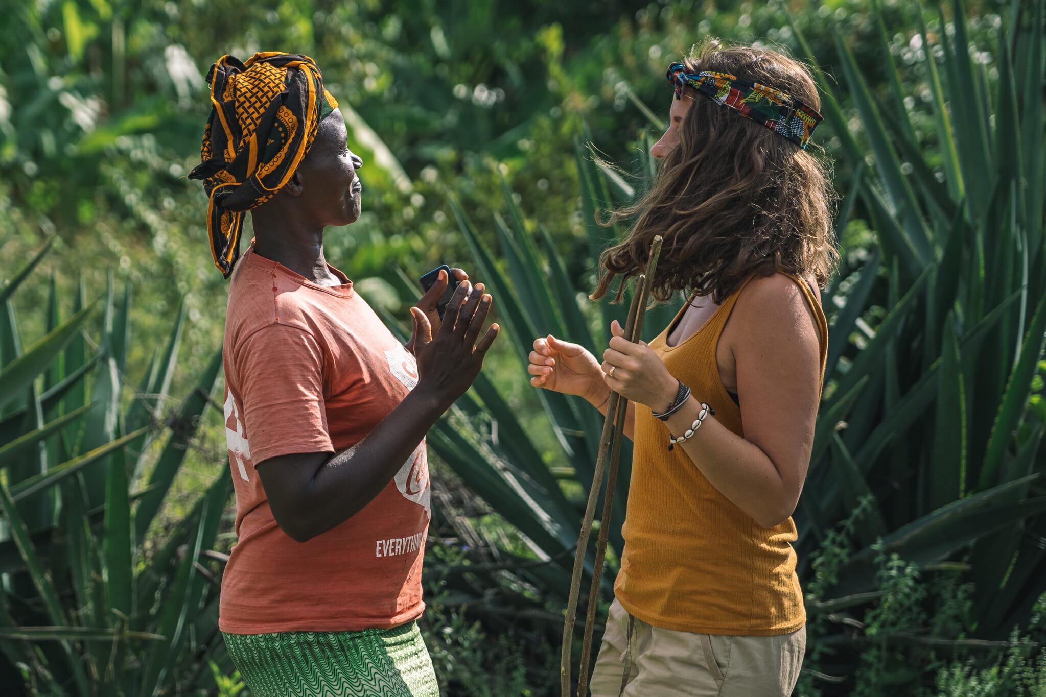 Danse kuria avec une des femmes du village de Nyamburi en Tanzanie