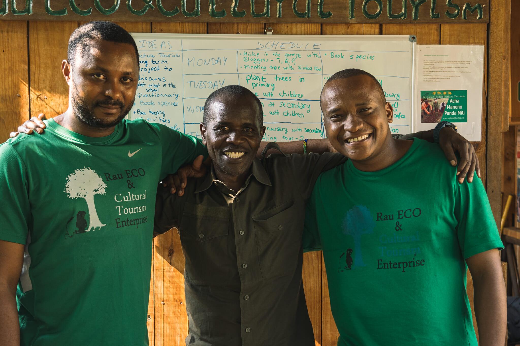 Les fondateurs et guides de Rau Forest Eco Aventure à Arusha en Tanzanie