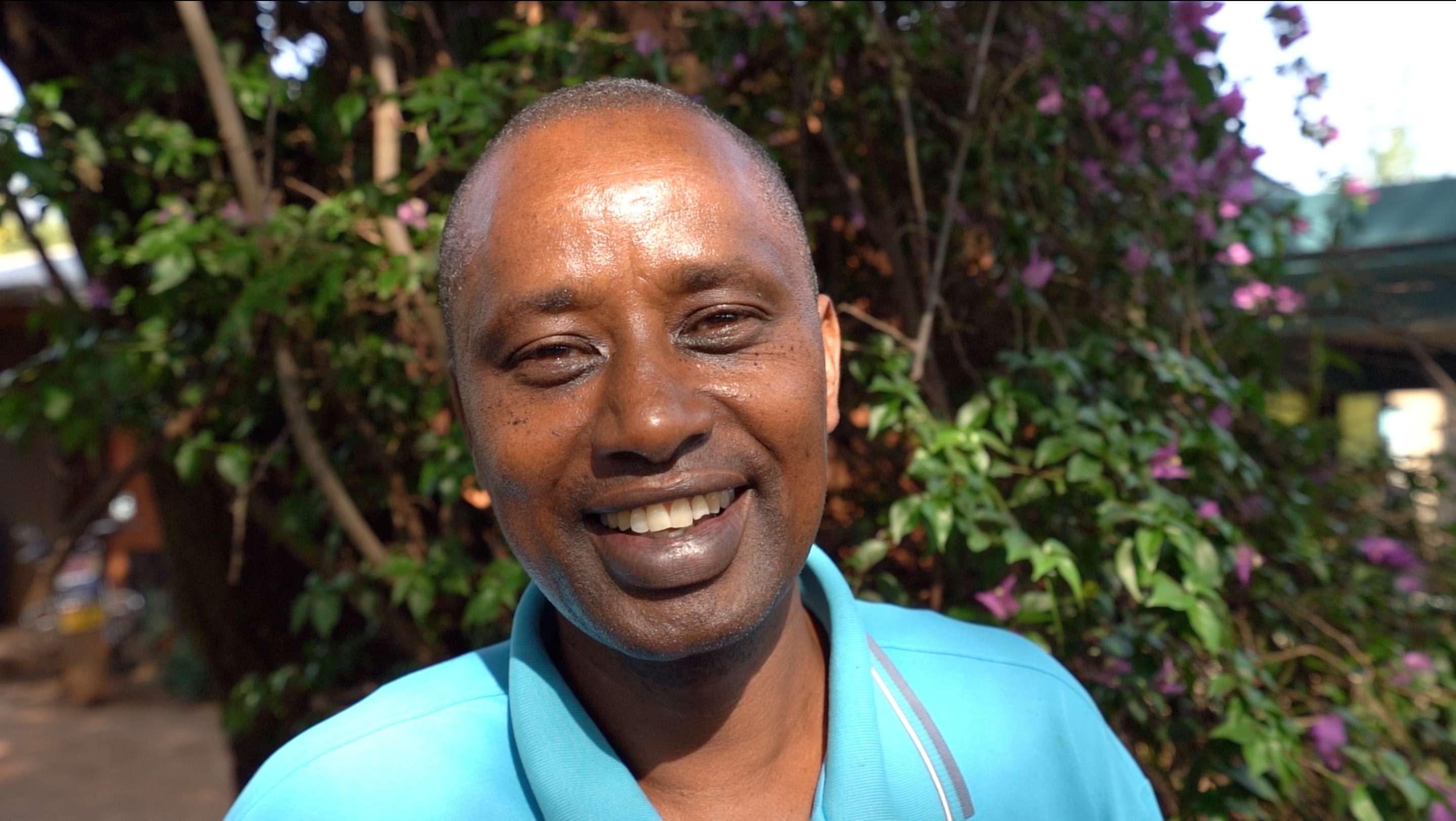 Agape lors de l'immersion dans le village d'Endallah en Tanzanie