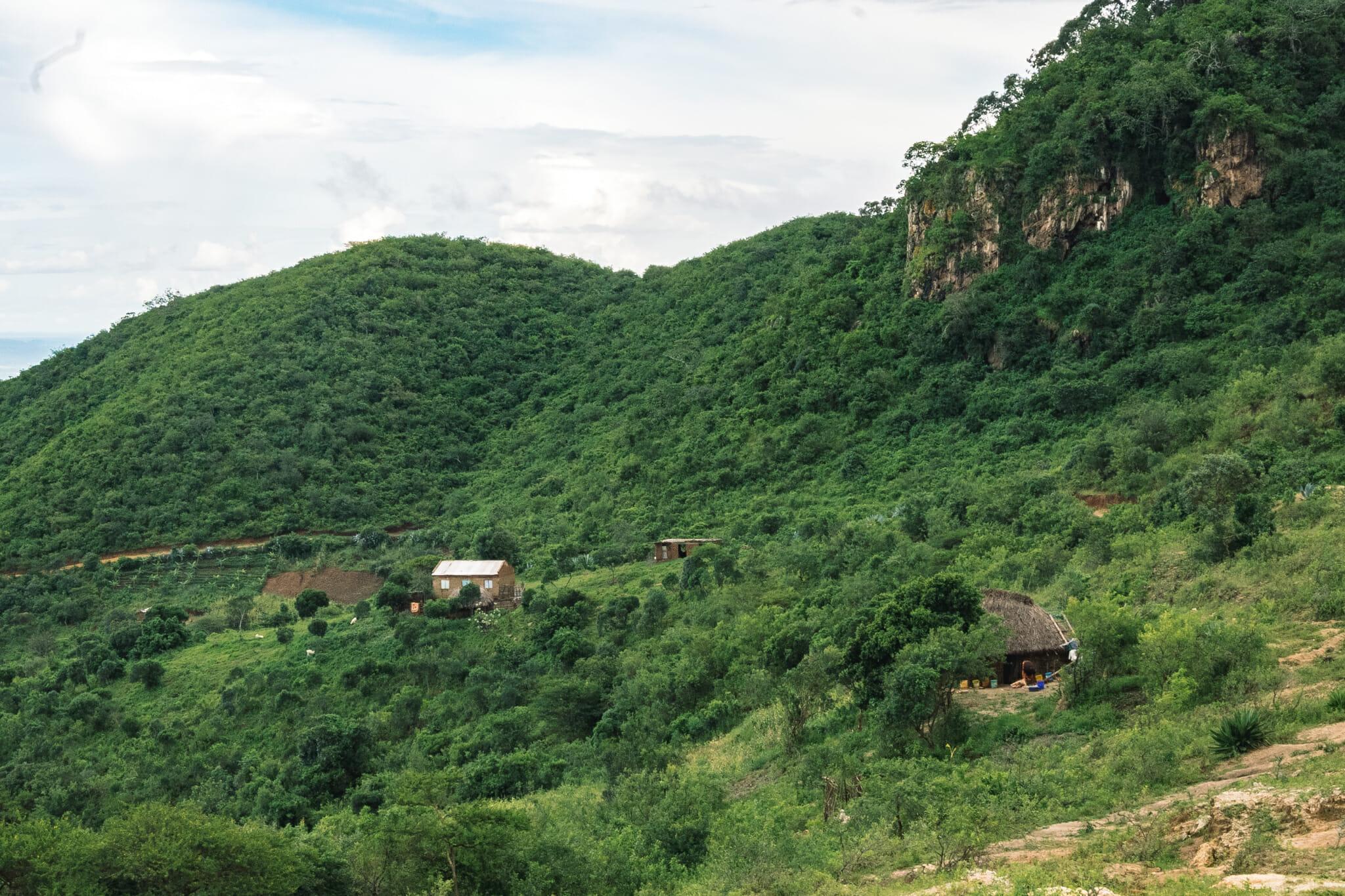 Randonnée pour accéder à l'mmersion dans le village d'Endallah en Tanzanie