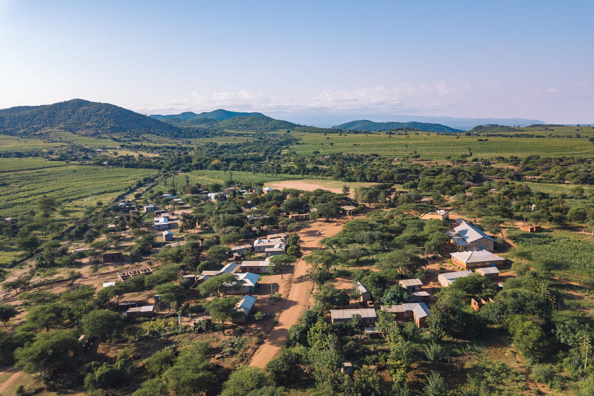 Vue de drone du village d'Endallah en Tanzanie