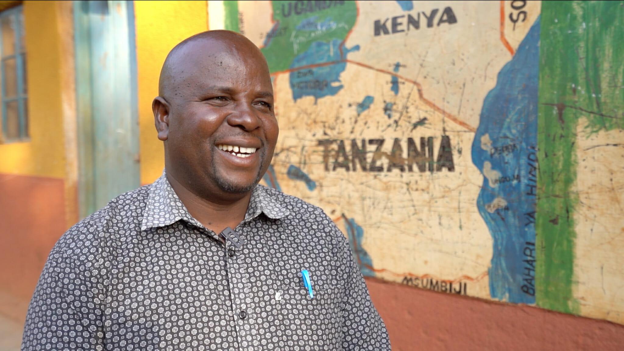 Elibariki lors de l'immersion dans le village d'Endallah en Tanzanie