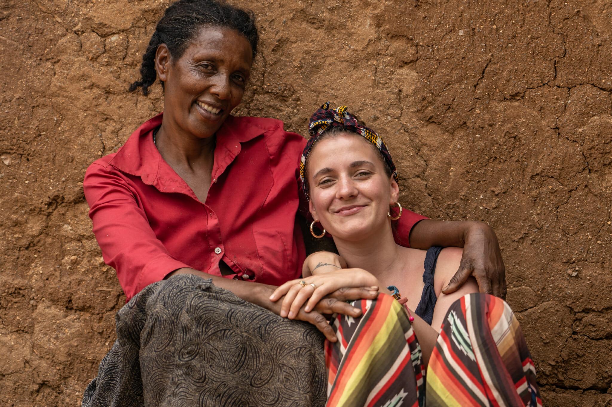 Rencontre avec Mama Marietta lors de l'immersion dans le village d'Endallah en Tanzanie