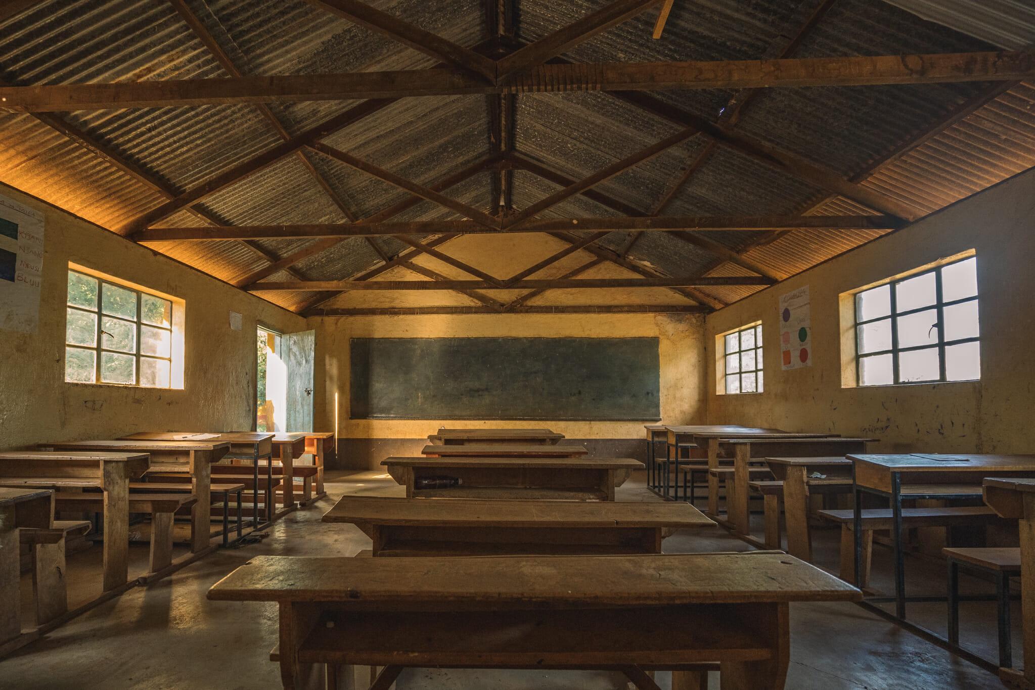 Découverte de l'école lors de l'immersion dans le village d'Endallah en Tanzanie