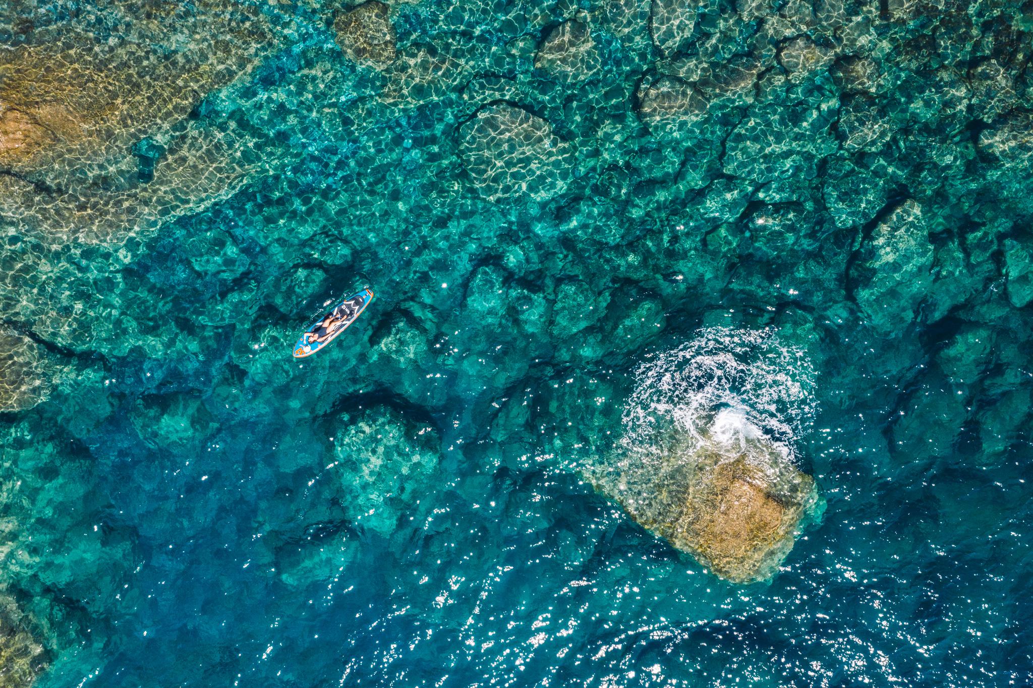 vue de drone sur les cinque terre en italie