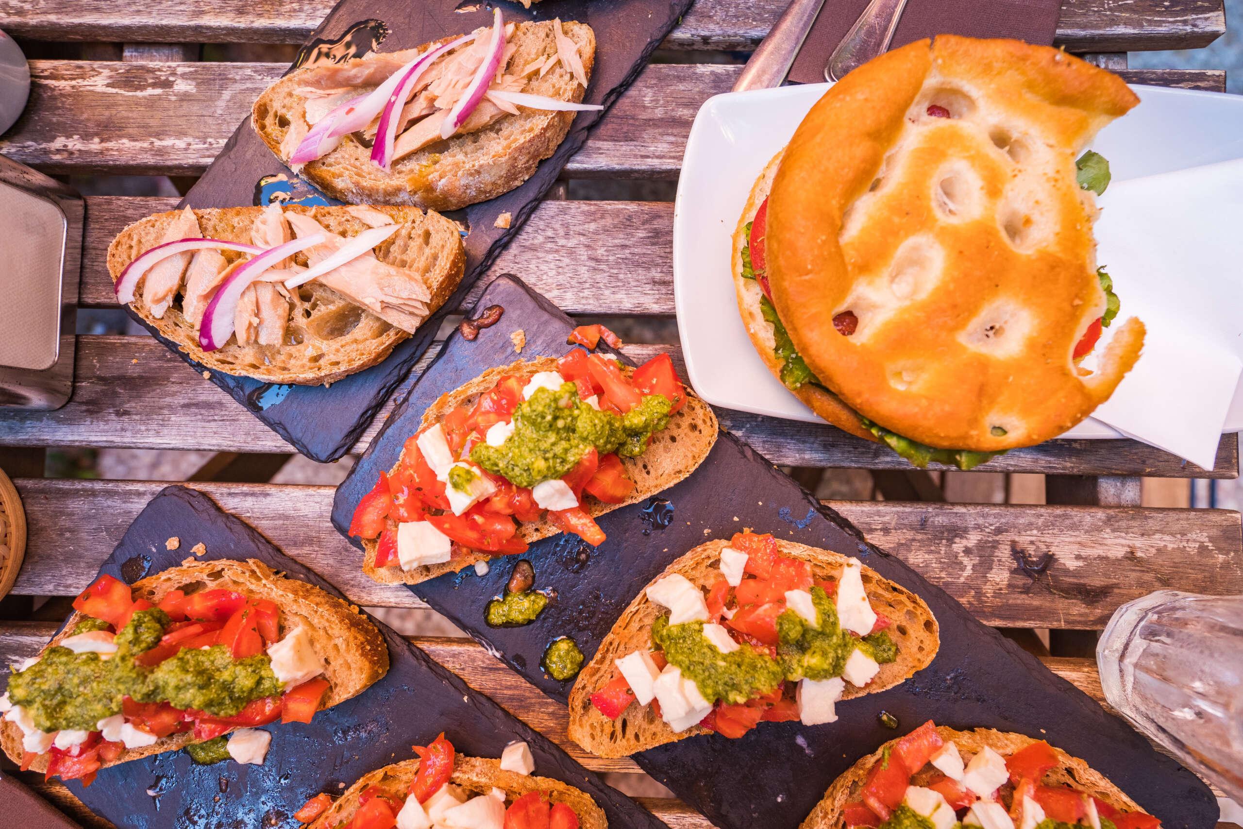 repas dans le village de Corniglia