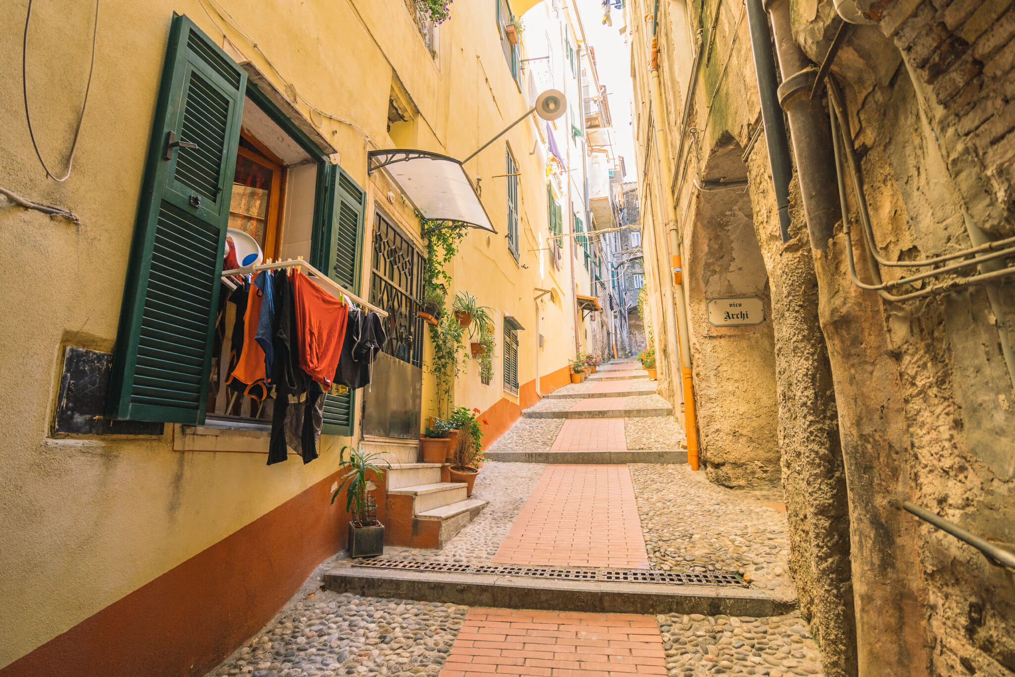 Ruelles colorées à Ventimille en Italie