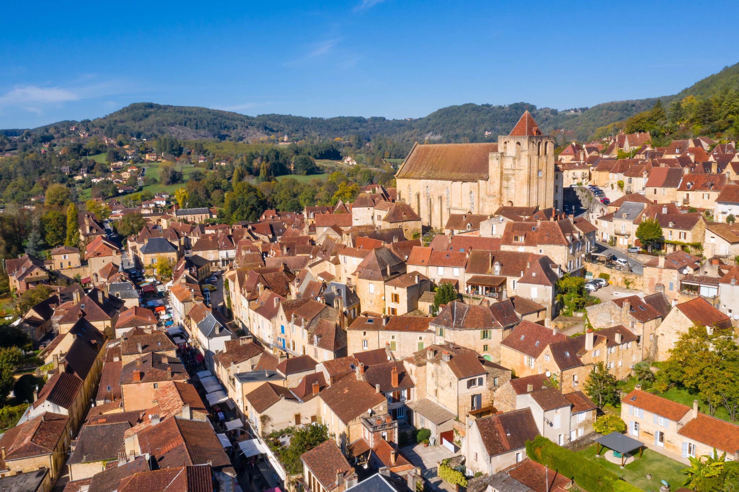 Vue aérienne sur Saint Cyprien en Dordogne