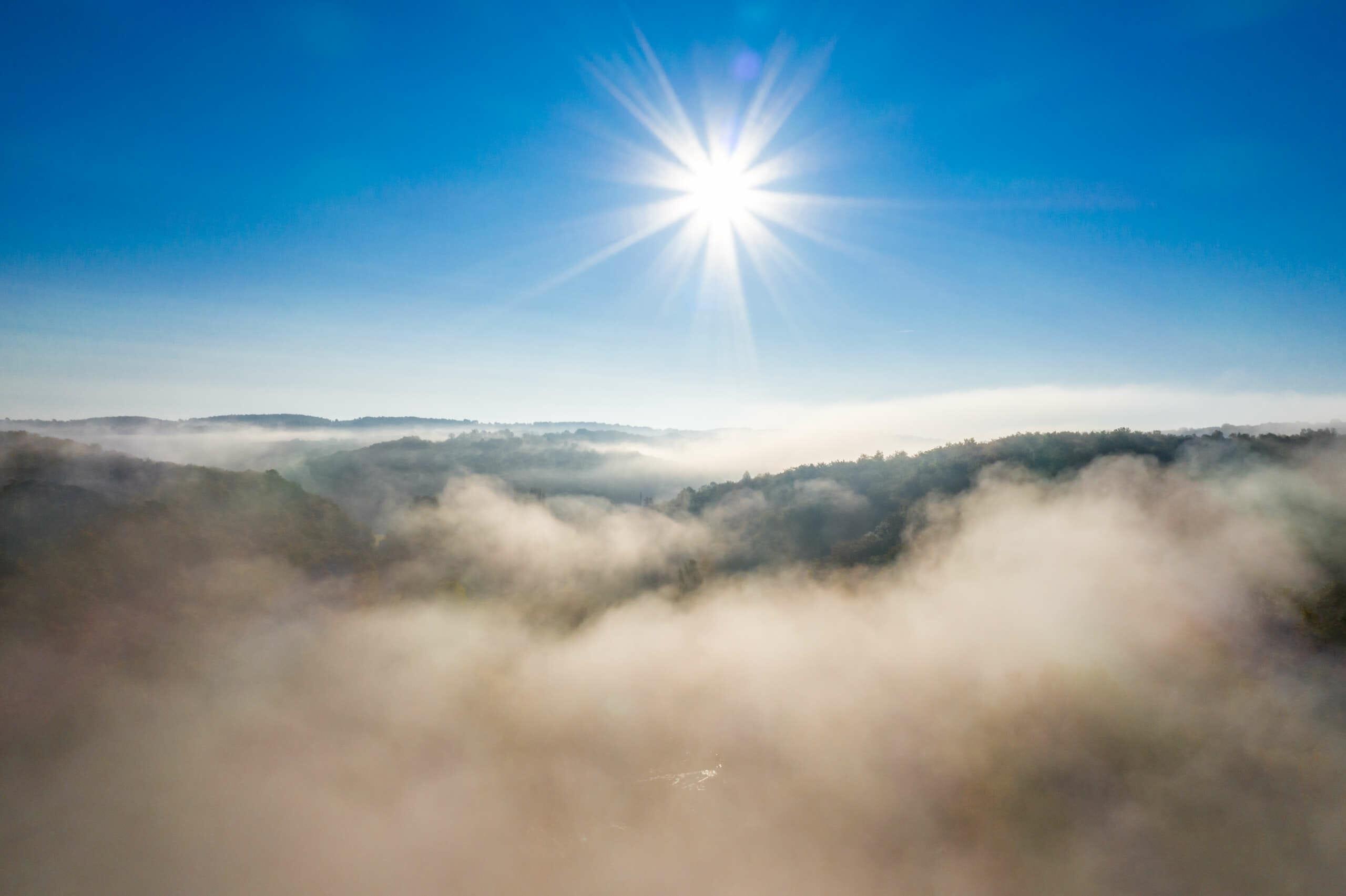 Vue aérienne sur la vallée de la vézère