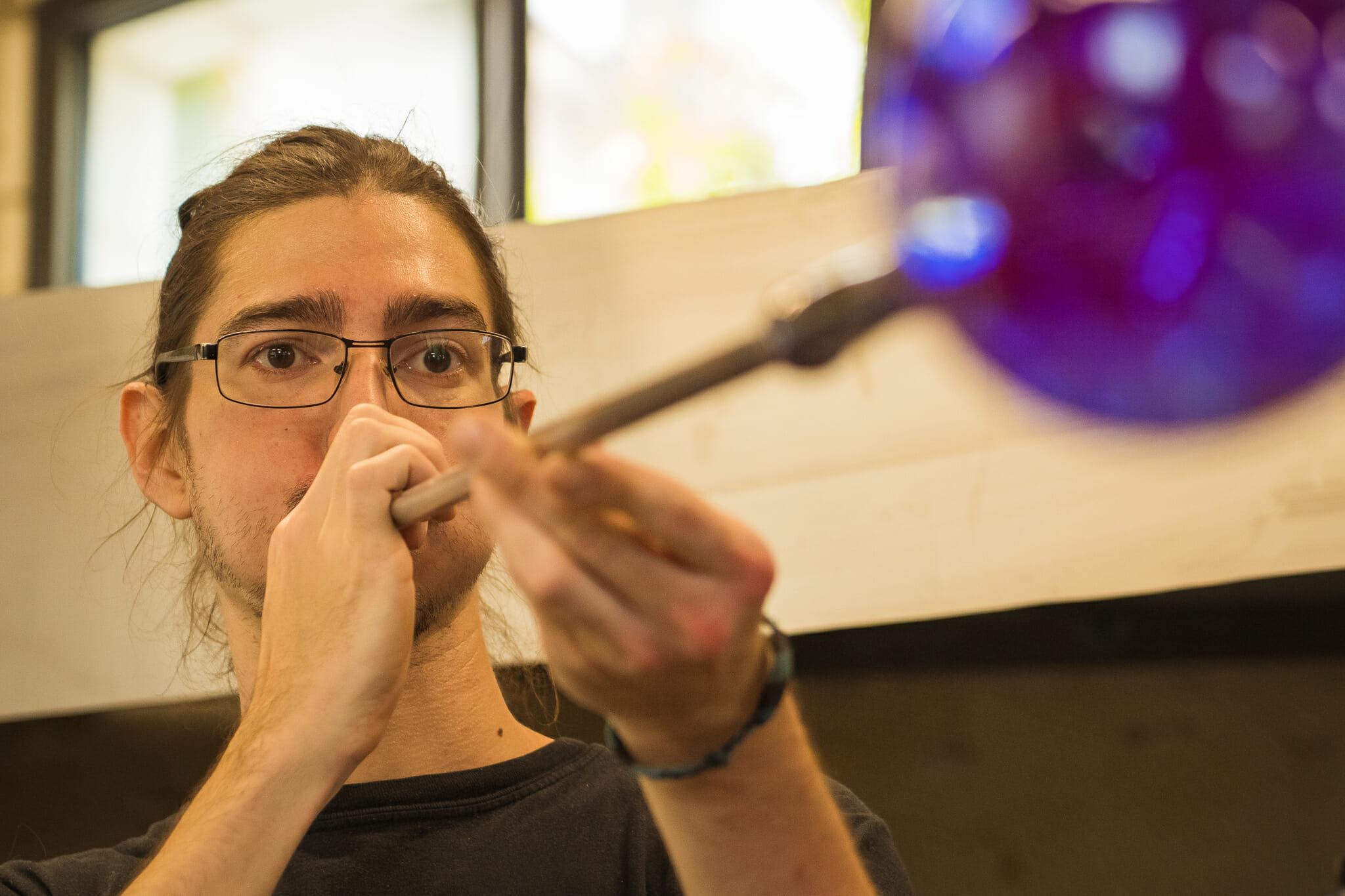 Souffleur de verre en action à Terrasson