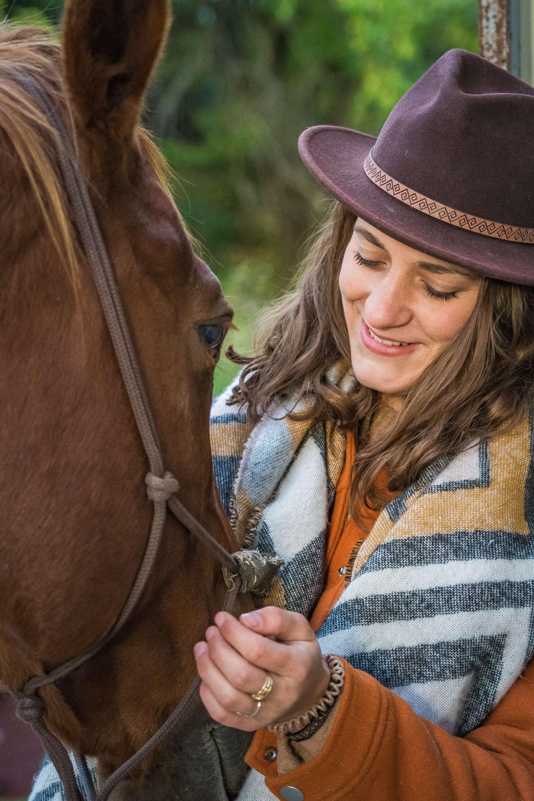 rencontre avec un cheval pour une balade au coeur de la vallée de la vézère