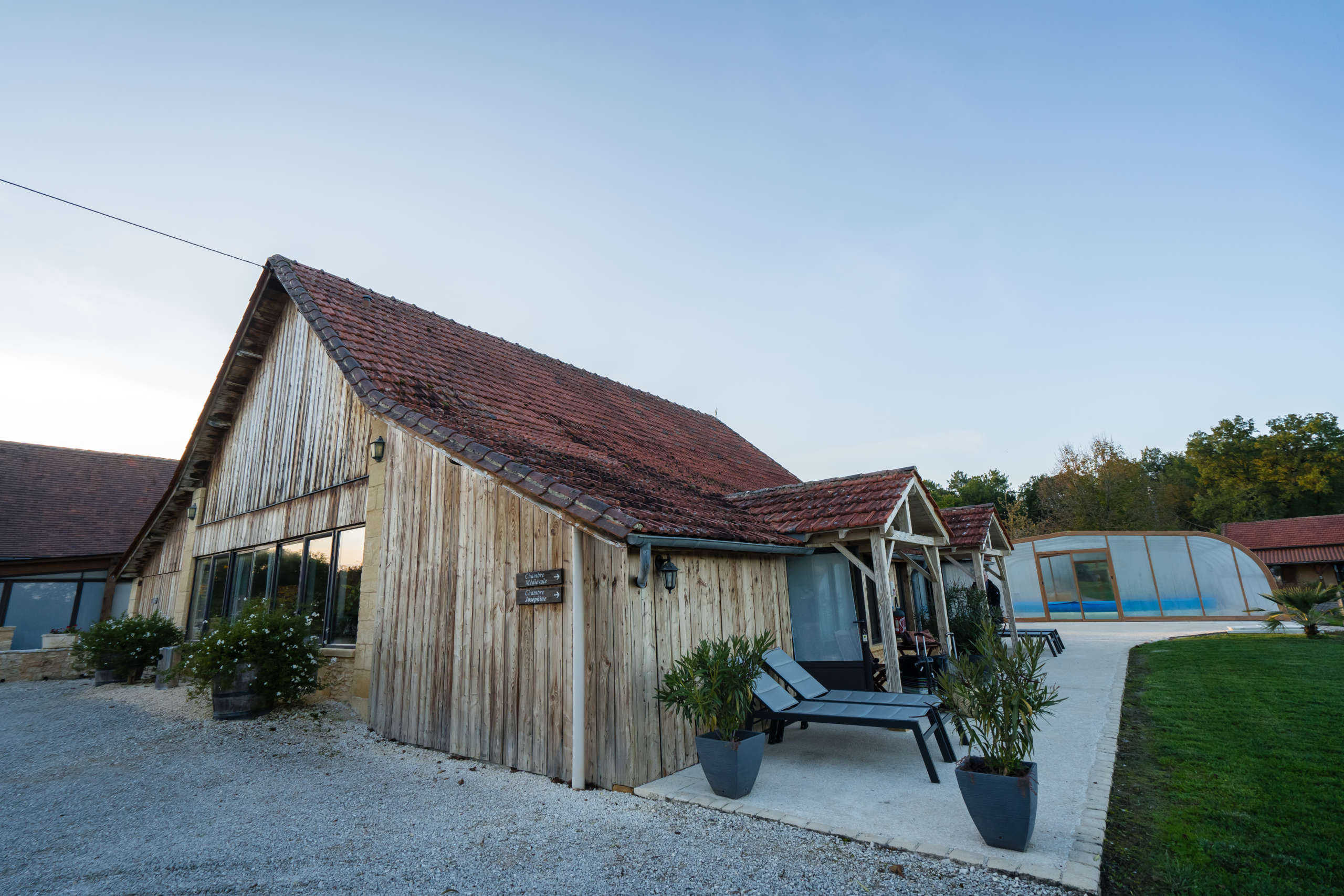 Chambre de la ferme hotel du domaine de la Rhonie dans le Périgord Noir