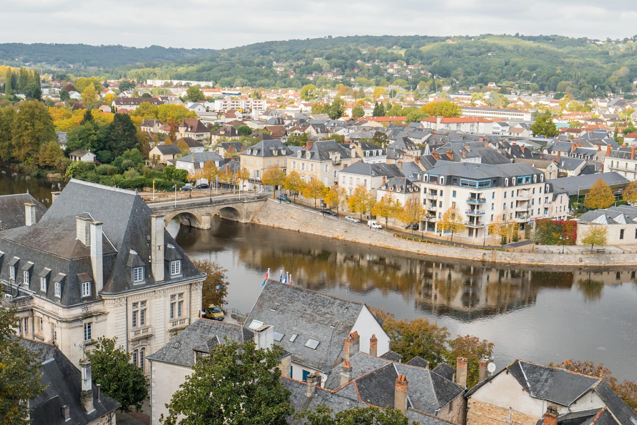 Vue de la Vézère depuis la vieille ville de Terrasson