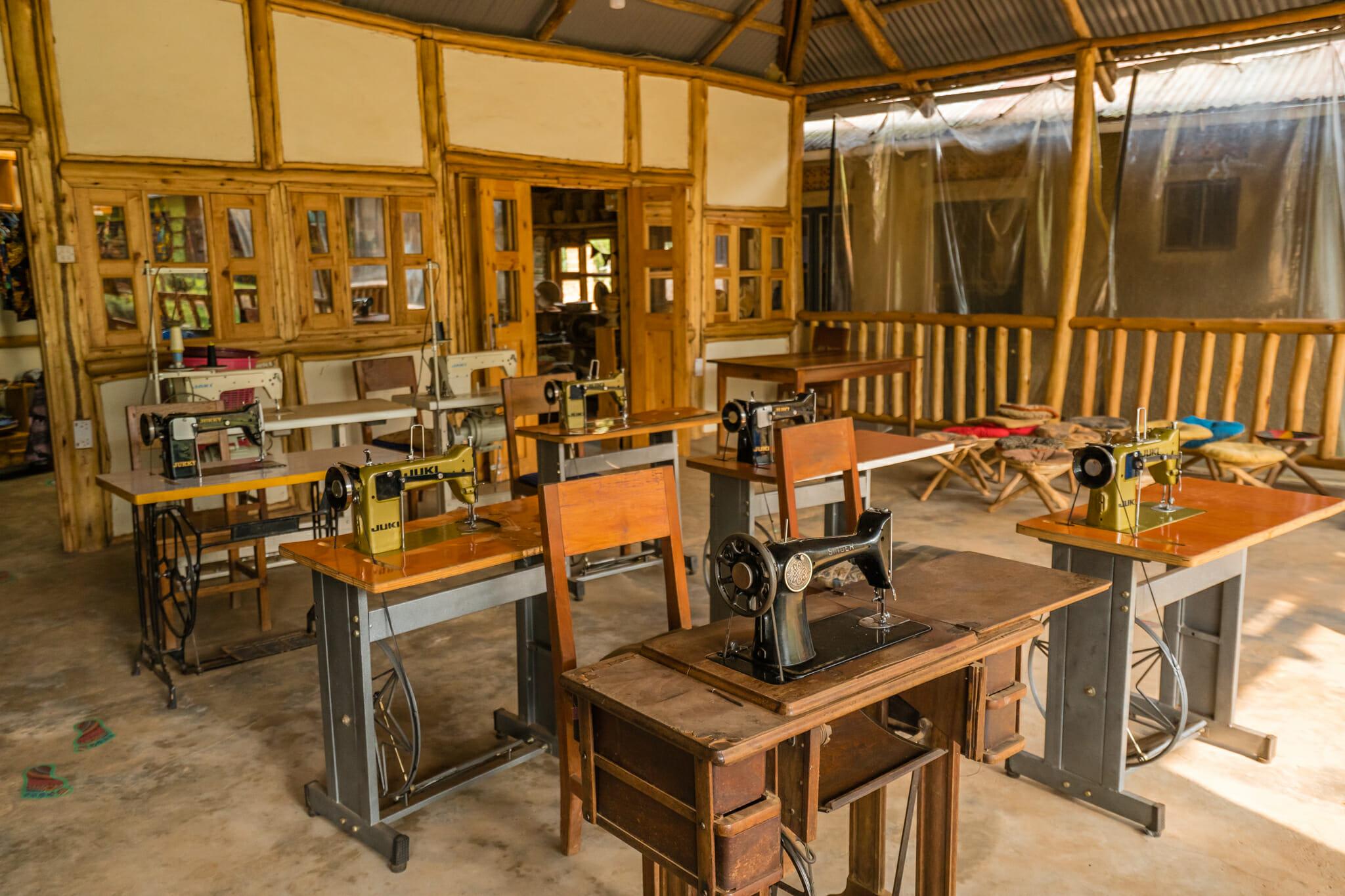 Atelier couture de l'association ride for a women a bwindi