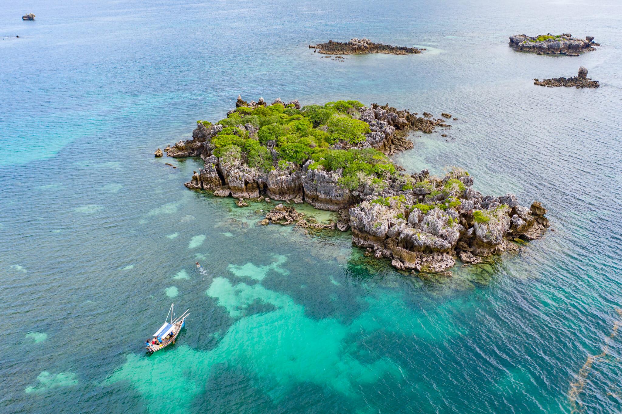 Vue de drone sur spot de snorkelling à chole island