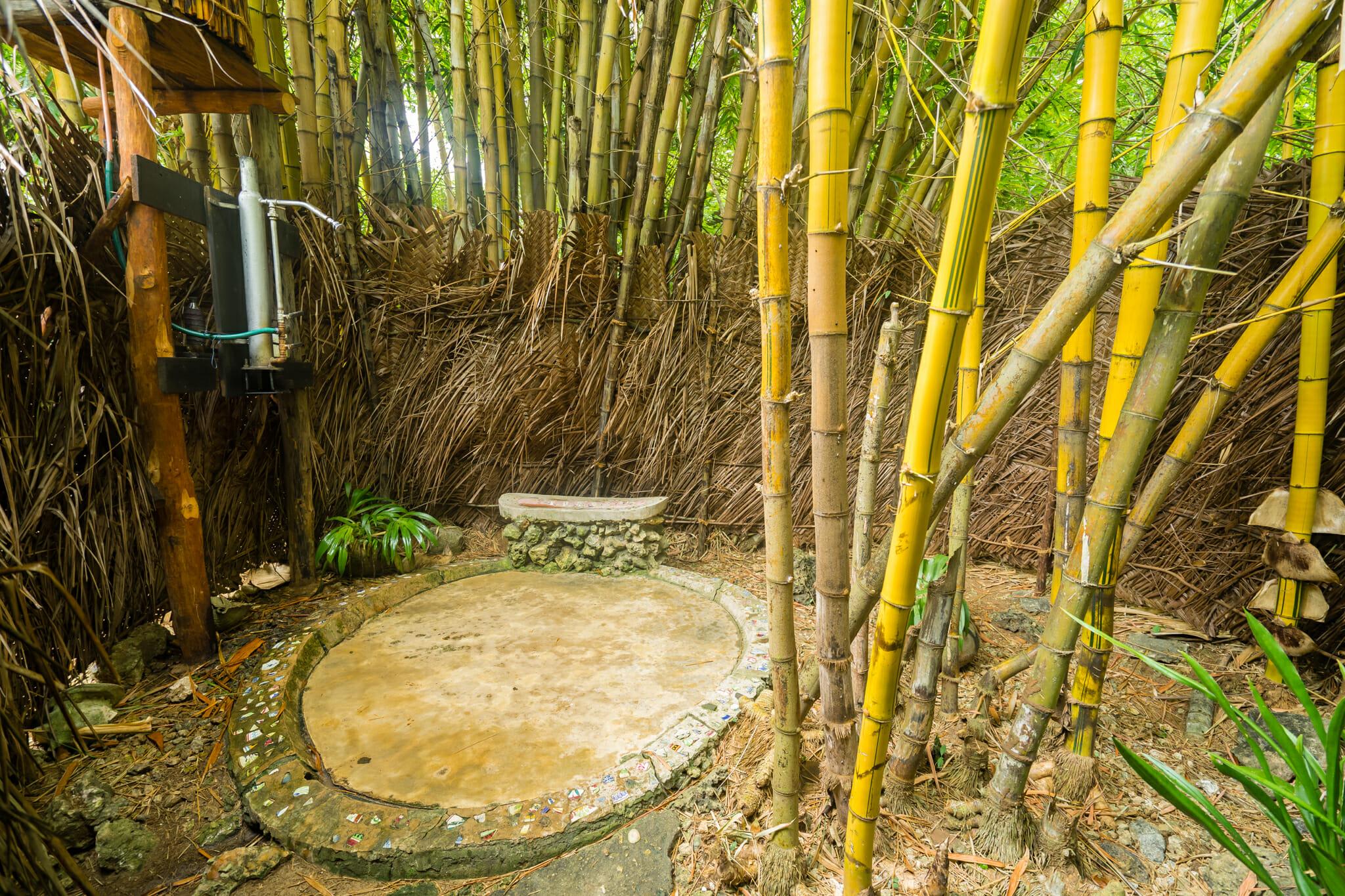 Douche naturelle sur l'île de chole